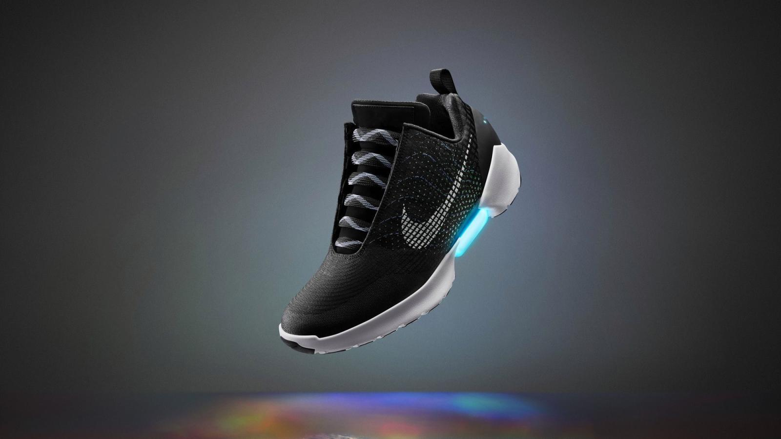 Rocío diferencia ensayo  How Nike's HyperAdapt and Mag self-lacing sneakers were created — Quartz