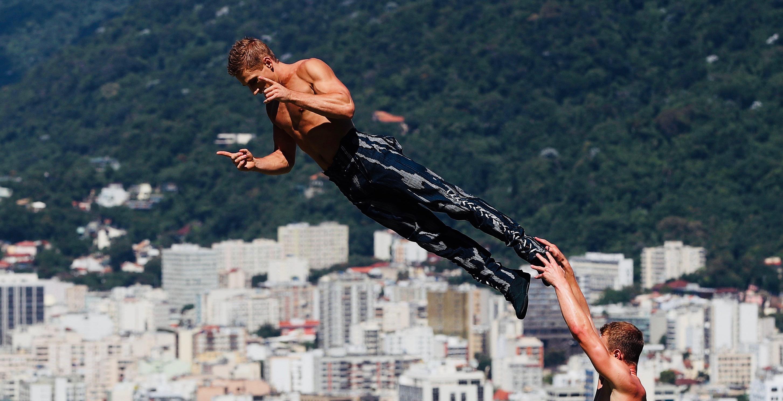 Acrobats from Circo del Sol in Brazil, falling.