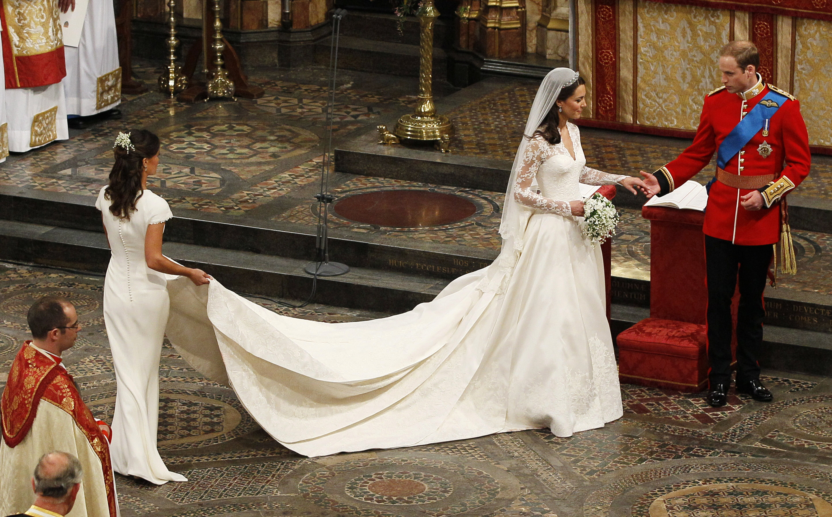 Maid of Honour, Pippa Middleton (L) holds the wedding dress of her sister Catherine, Duchess of Cambridge, after her she married Britain's Prince William at Westminster Abbey, in central London April 29, 2011. Prince William married his fiancee, Kate Middleton, in Westminster Abbey on Friday. (ROYAL WEDDING/SERVICE) RREUTERS/Kirsty Wigglesworth/Pool (BRITAIN - Tags: ENTERTAINMENT SOCIETY ROYALS) - LR2E74T172DAA