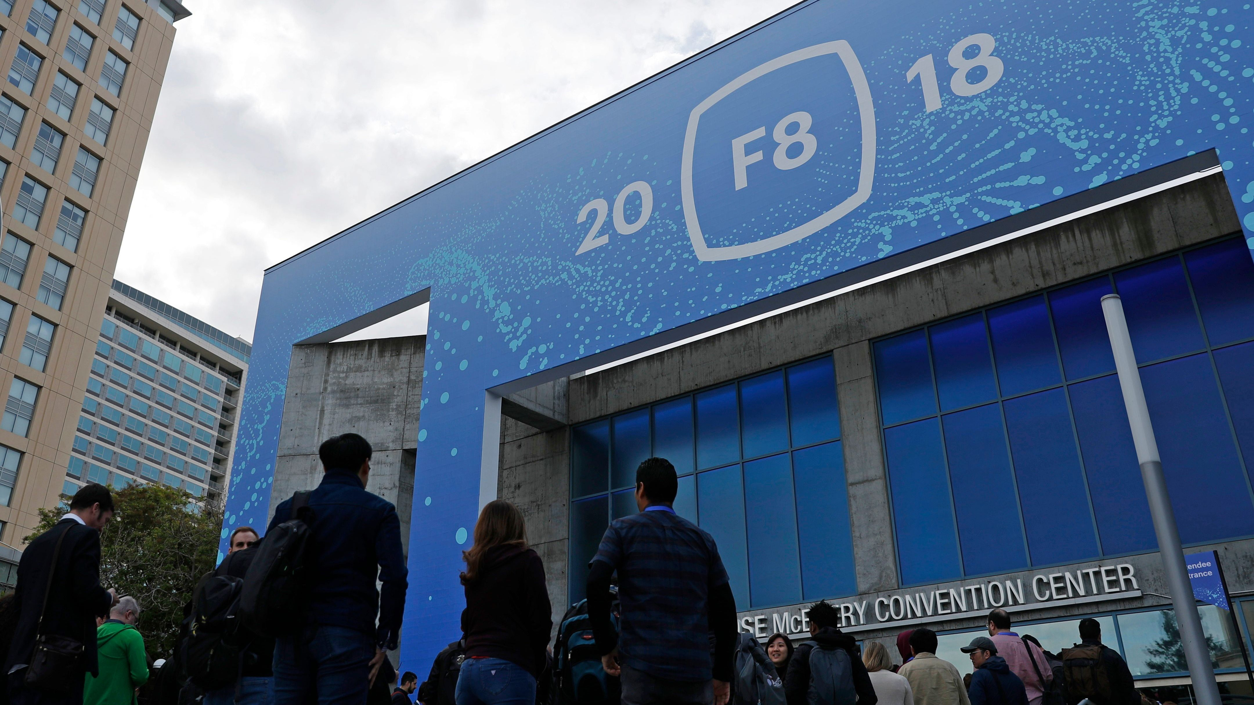Guests enter to atttend Facebook CEO Mark Zuckerberg's keynote speech at Facebook Inc's annual F8 developers conference in San Jose, California, U.S. May 1, 2018. REUTERS/Stephen Lam - HP1EE5118BXKL