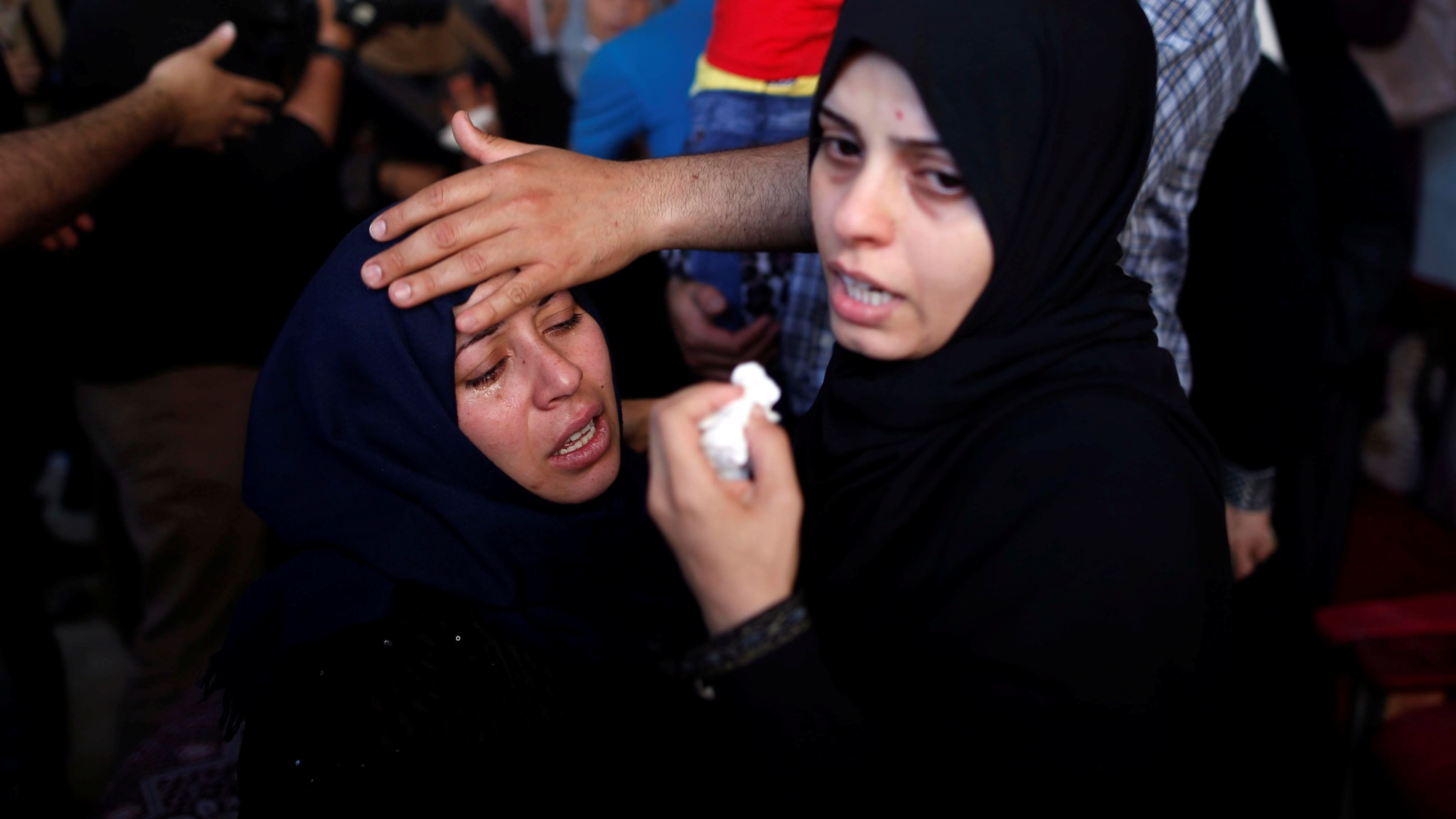 Relatives mourn during the funeral of a Palestinian, who was killed during a protest at the Israel-Gaza border, in the central Gaza strip May 16, 2018.