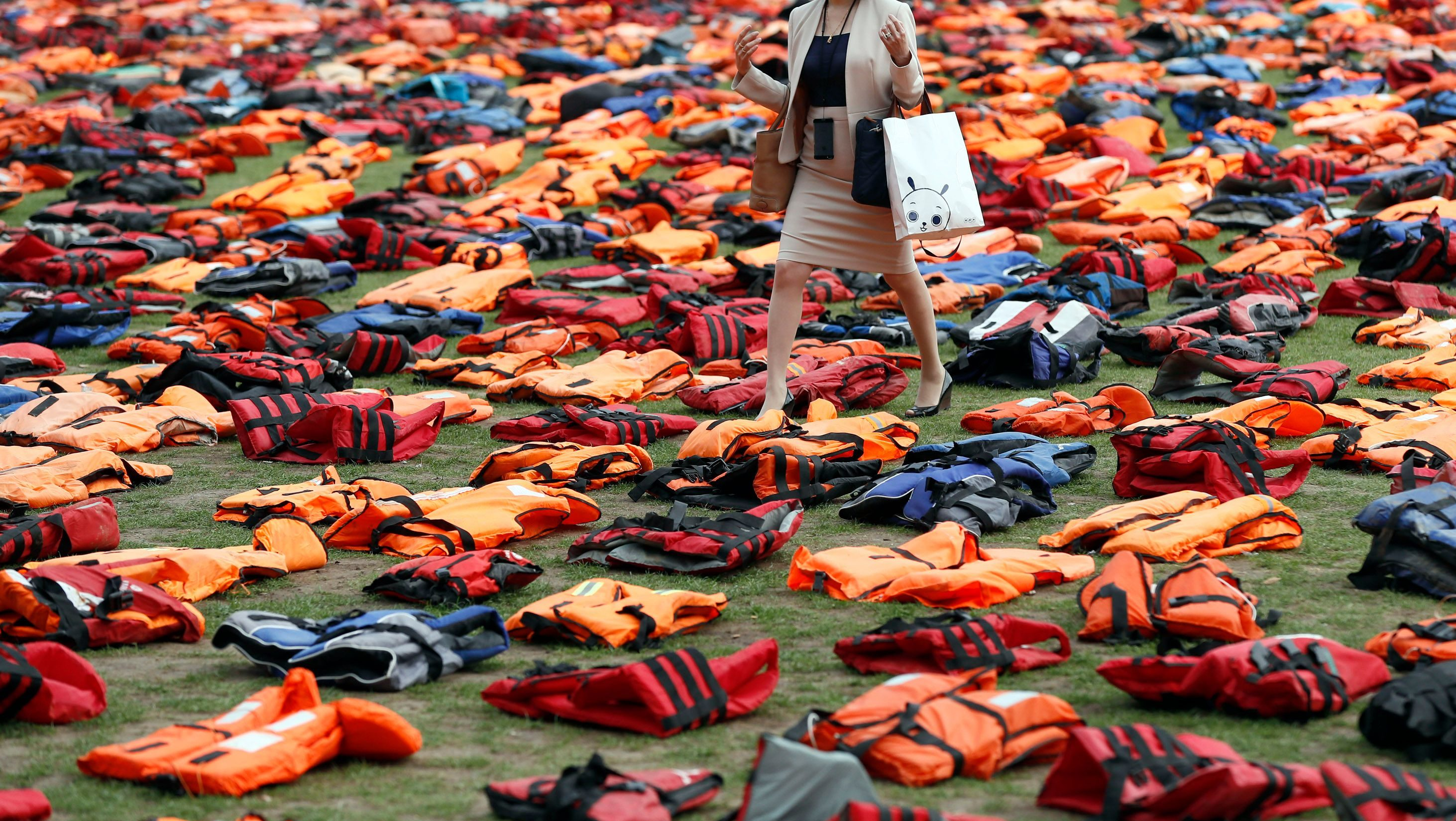 A display of lifejackets worn by refugees during their crossing from Turkey to the Greek island of Chois, are seen Parliament Square in central London, Britain September 19, 2016. The display was organised by a number of charities and refugees to help focus attention of the UN summit on Addressing Large Movements of Refugees and Migrants.