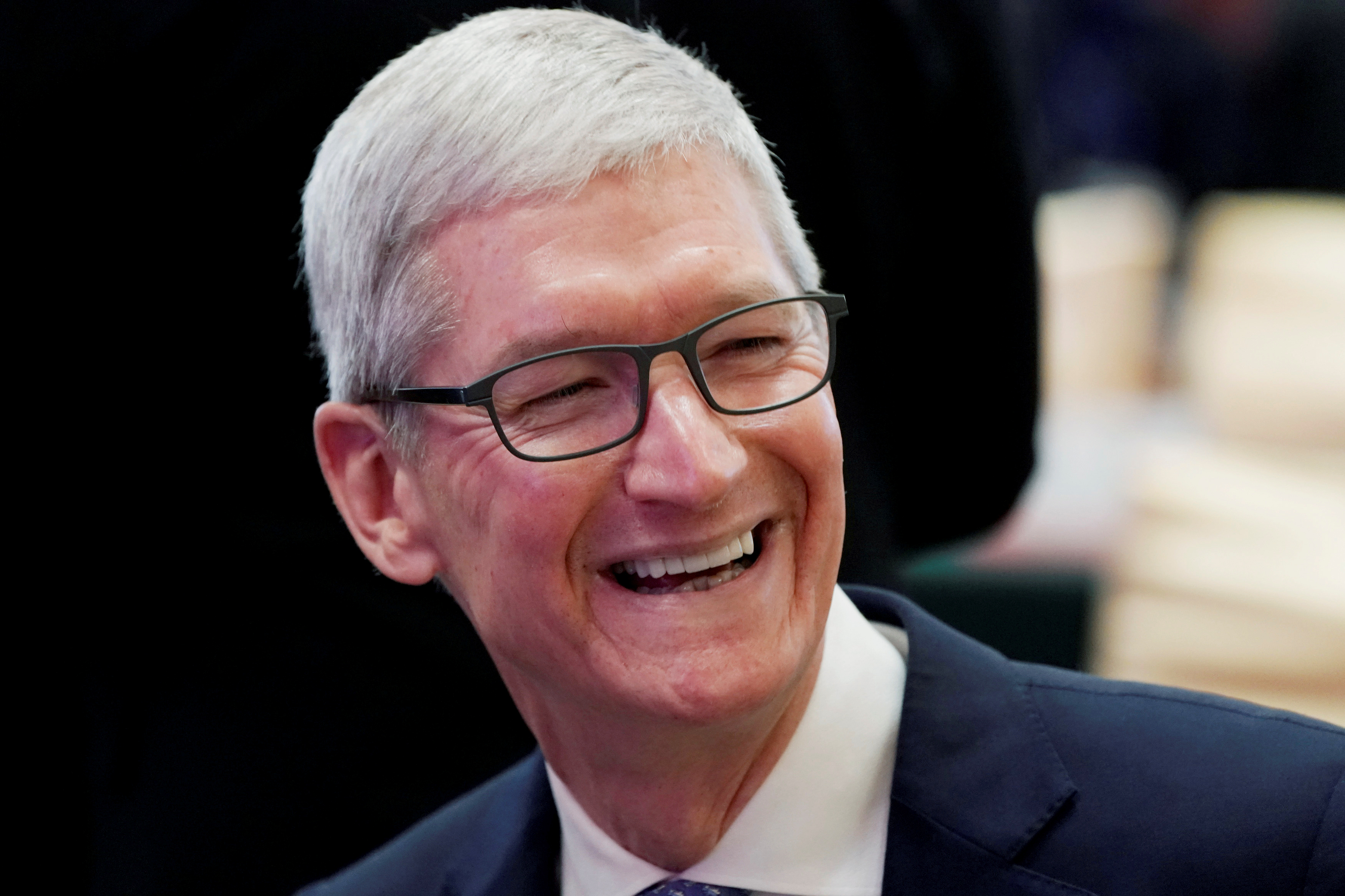 Apple CEO Tim Cook attends the annual session of China Development Forum (CDF) 2018 at the Diaoyutai State Guesthouse in Beijing, China March 24, 2018. REUTERS/Jason Lee - RC1F7D1075E0