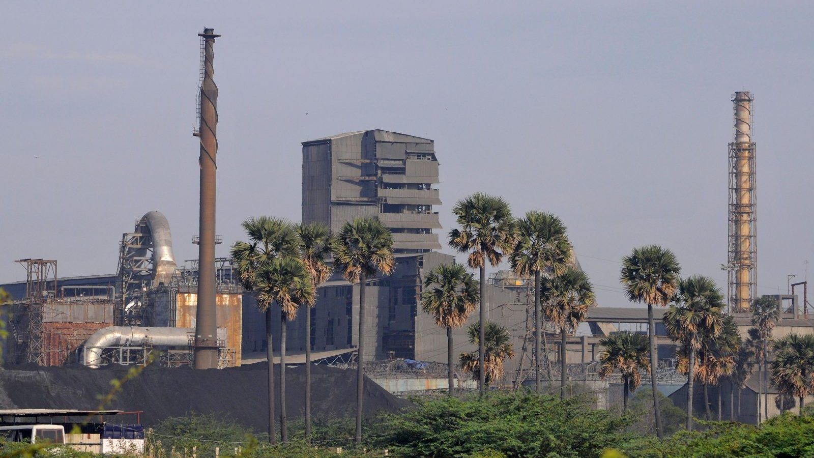 A general view shows Sterlite Industries Ltd's copper plant in Tuticorin, in the southern Indian state of Tamil Nadu April 5, 2013. Picture taken April 5, 2013. Sterlite Industries, a unit of London-based Vedanta Resources, which operates India's biggest copper smelter, which has been shut by authorities despite the firm denying its smelter was to blame for emissions in the area on March 23. Since opening in 1996, the plant has split the coastal city of Tuticorin between residents who say it is crucial for the local economy and farmers and fishermen who see it as a health hazard. Similar debates are playing out across India where disputes over safety, the environment and livelihoods overshadow the efforts of Asia's third-largest economy to industrialize.  To match INDIA-STERLITE/TOWN     REUTERS/Stringer (INDIA - Tags: ENVIRONMENT BUSINESS) - GM1E94912KX01