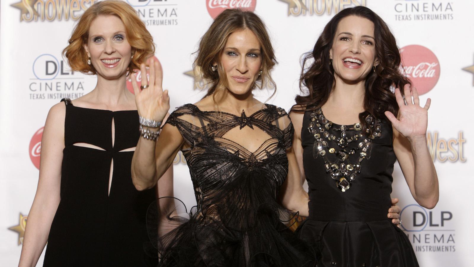 Cynthia Nixon, Sarah Jessica Parker and Kristin Davis, pose during the awards ceremony of ShoWest.