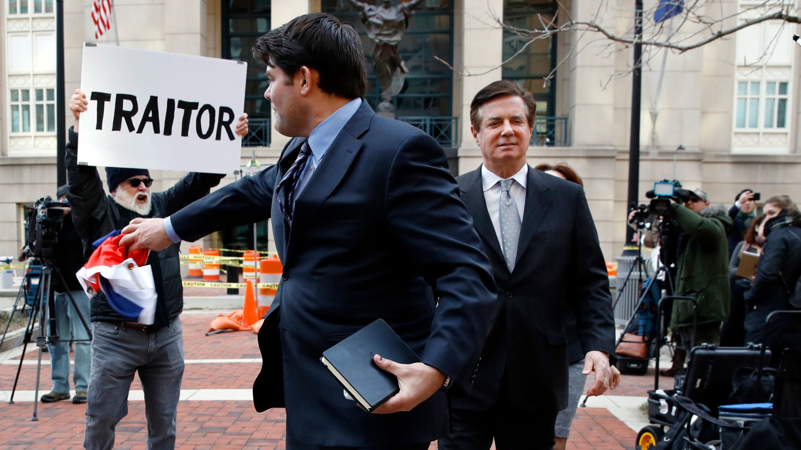 Manafort faces new charges in Russia probe