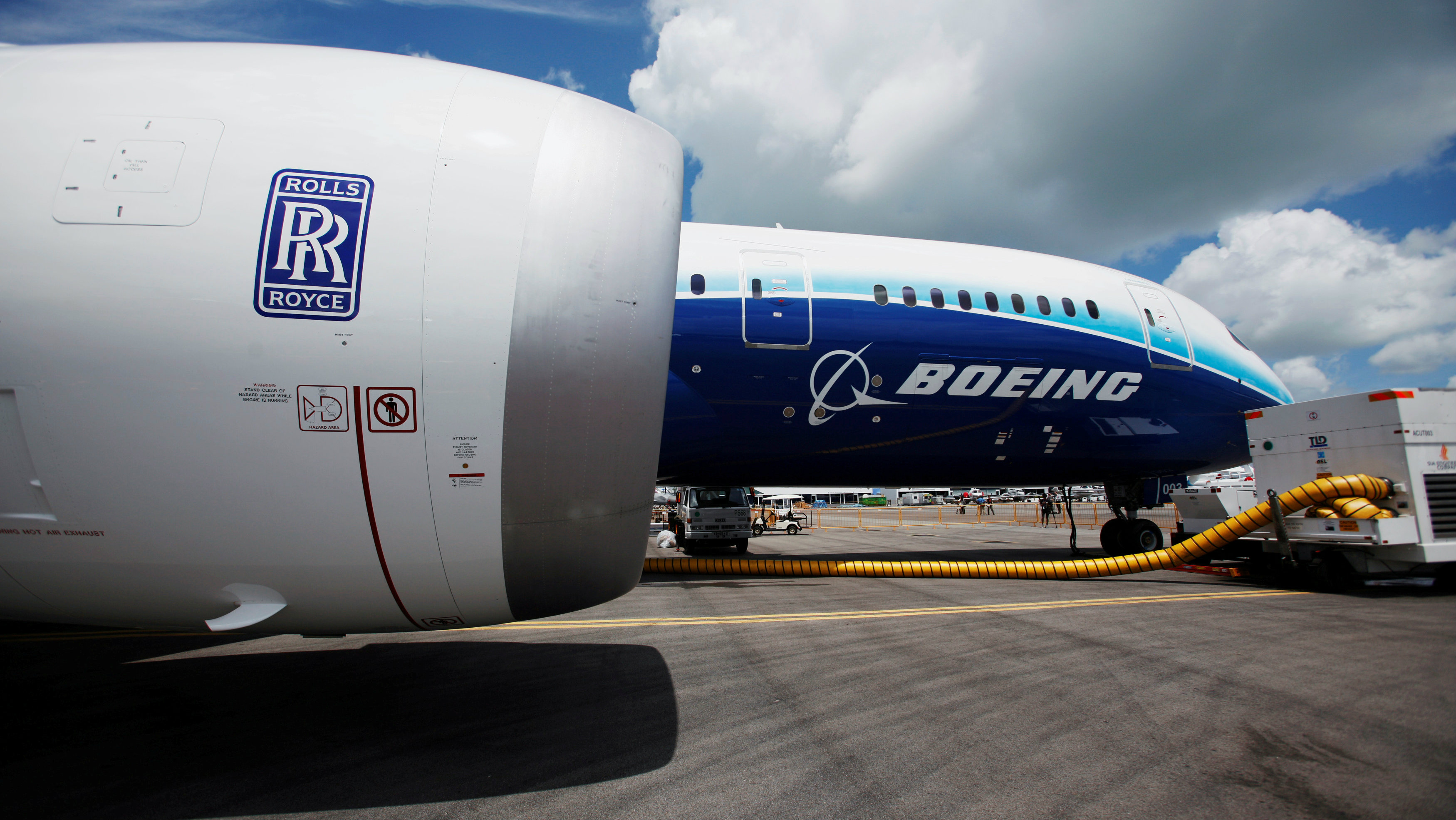 Boeing 787 Dreamliner: How the aircraft's engine problems might affect your  summer travel — Quartzy