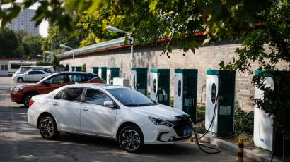 Electric cars are charged at an electric vehicle charging station in Beijing, China, 23 October 2017. China plans to ban fossil fuel-powered cars in the future while promoting hybrids and electric vehicles - a goal the country shares with other countries, such as France and the UK, which also have plans to ban the sale of cars powered by fossil fuels by 2040. EPA-EFE/ROMAN PILIPEY