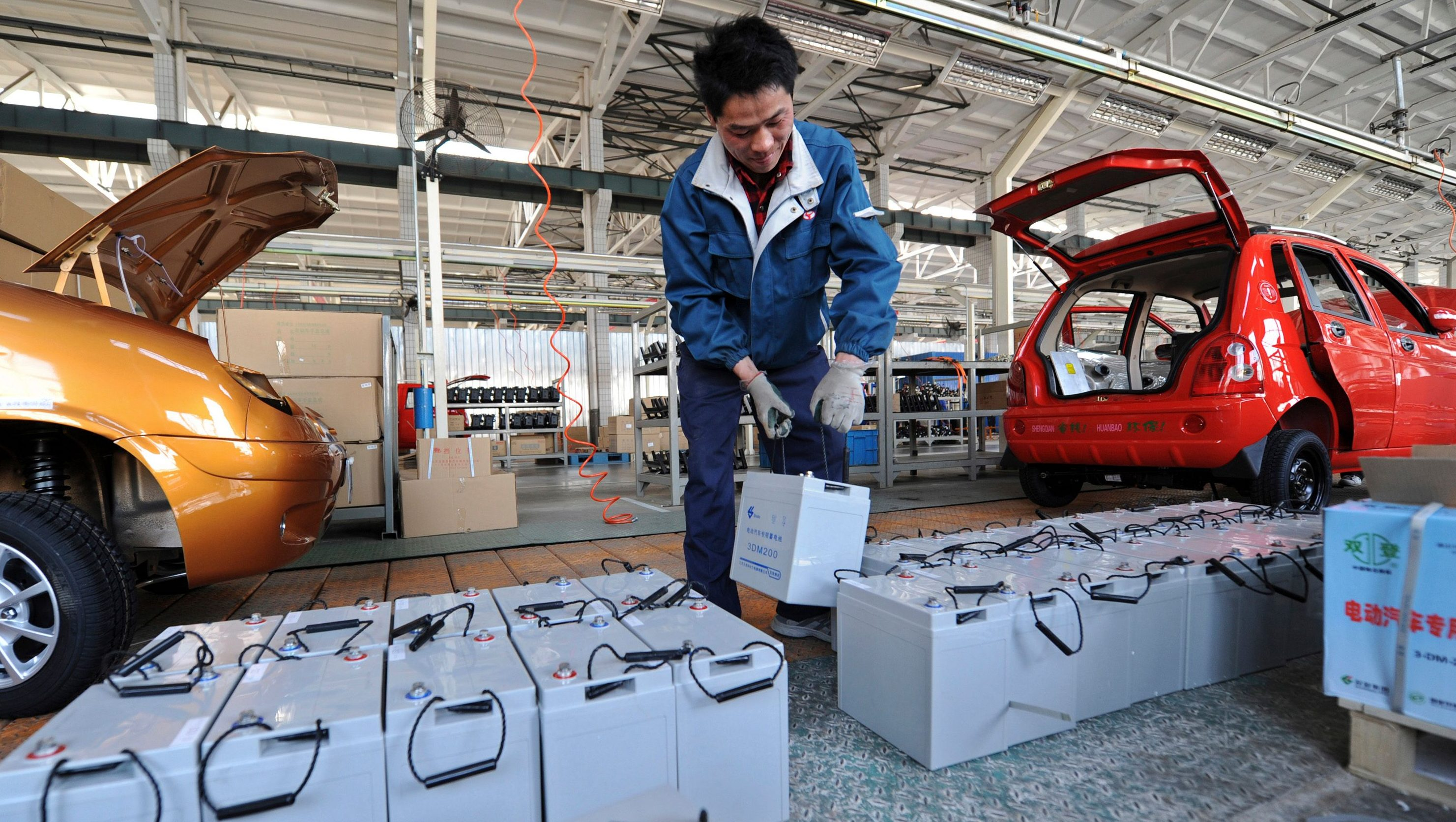 A employee carries a battery as he works on an assembly line of electric cars at a factory of Shandong Shifeng (Group) Co. Ltd. in Jinan, Shandong province April 6, 2012. Shifeng is the top player in the market, with about a 50 p ercent share. Shifeng delivered nearly 30,000 cars to its 200 dealer outlets across the country in 2011. Sales this year could hit 50,000, about a 13-fold increase over the level in 2008, the first full year of sales, said company vice president Lin Lianhua. Picture taken April 6, 2012. REUTERS/Stringer (CHINA - Tags: BUSINESS TRANSPORT ENERGY) - GM1E84J0Z7Q01