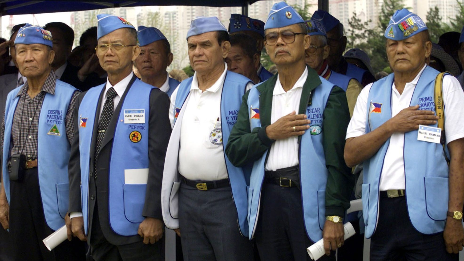 Philippine veterans of Korean War stand at attention during a ceremony to commemorate the 50th anniversary of their participation in the Korean War at the United Nations Memorial Cemetery in southern port city of Pusan, South Korea April 20, 2001. North and South Korea are technically at war after their 1950-53 ended in a truce and not in a peace agreement.