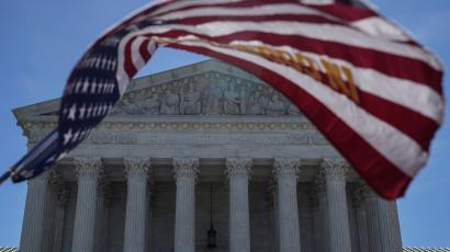 a US flag outside the U.S. Supreme Court, which decided on the Trump v. Hawaii case on the presidents travel ban