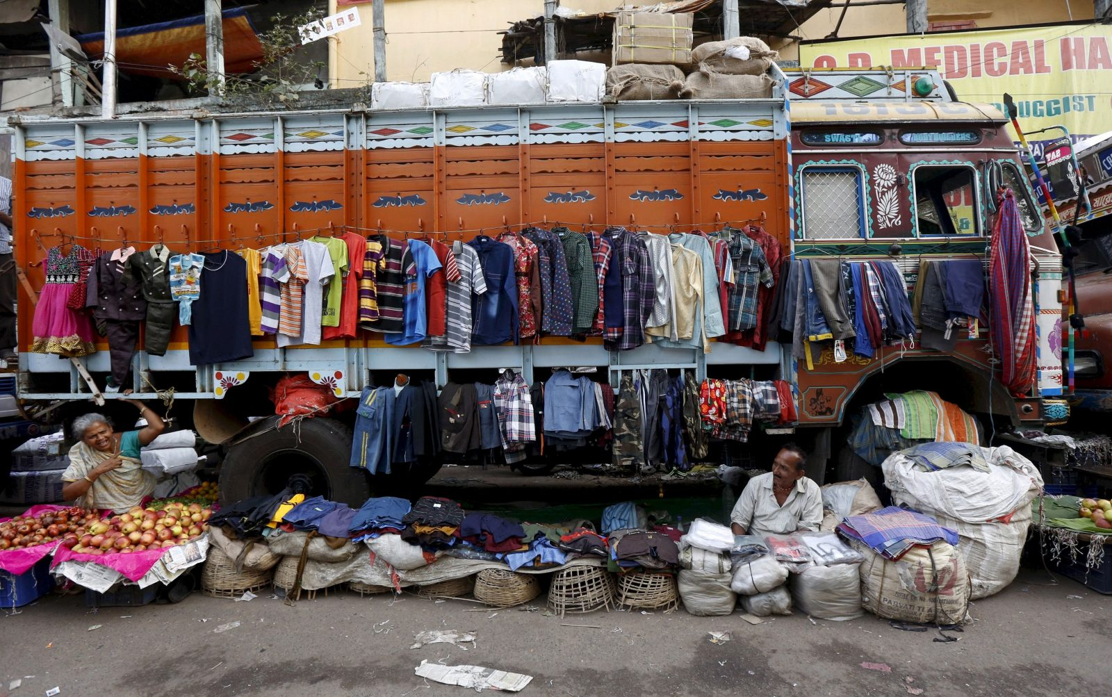 Roadside vendors Sabitri Das, 59, and Narayan Prasad, 69, chat as they wait for customers in front of a parked truck in Kolkata, India, in this March 11, 2016 file photo.   REUTERS/Rupak De Chowdhuri/Files         GLOBAL BUSINESS WEEK AHEAD PACKAGE- SEARCH 'BUSINESS WEEK AHEAD APRIL 11' FOR ALL IMAGES - GF10000375550