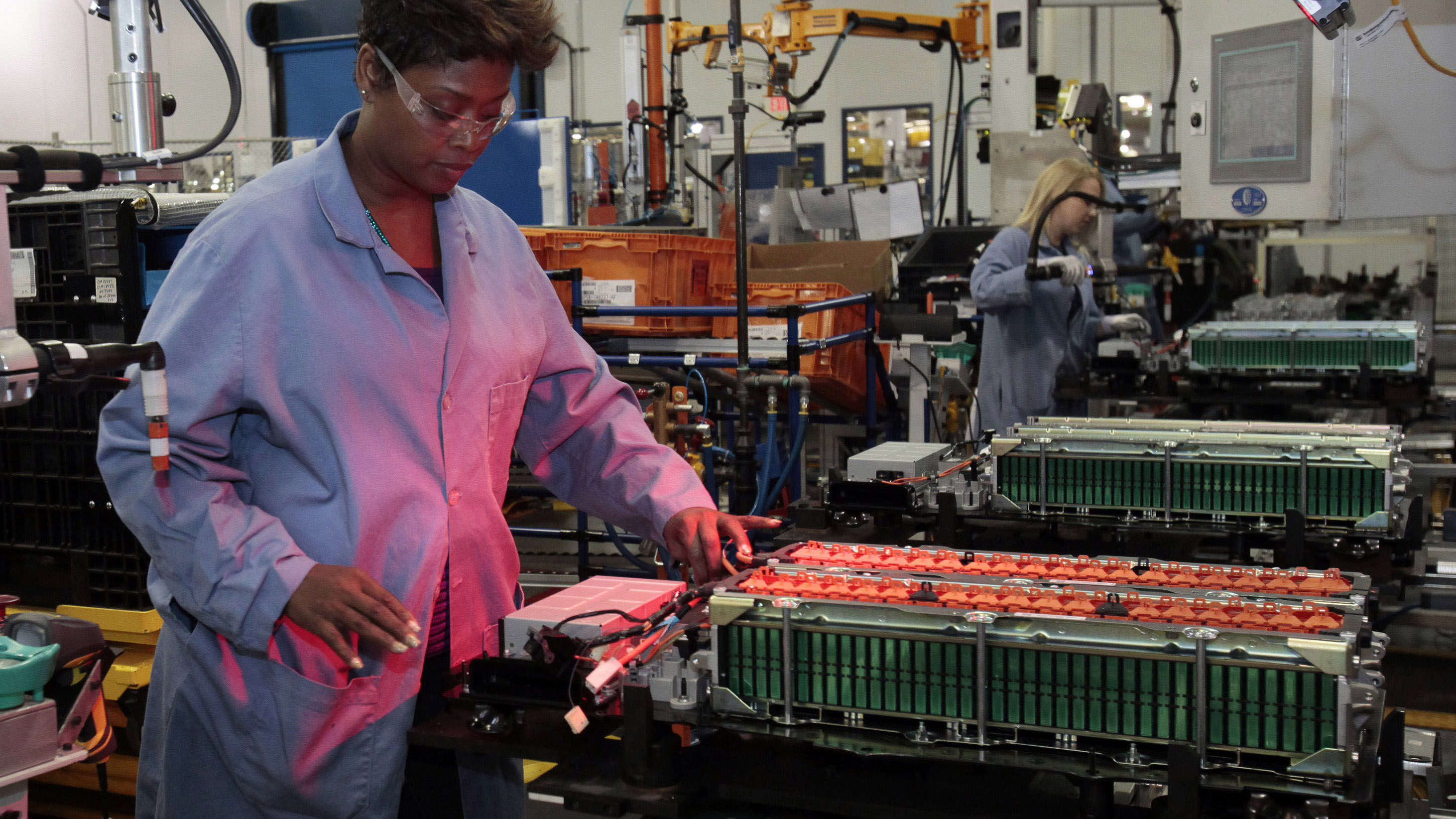 Ford Motor production worker Andrea Brooks assembles batteries for Ford electric and hybrid vehicles at the Ford Rawsonville Assembly Plant in Ypsilanti Twsp, Michigan November 7, 2012. Ford Motor Co  marked on Thursday the production launch of its latest plug-in hybrid at a former SUV factory that now serves as a model for the second-largest U.S. automaker's global manufacturing strategy. REUTERS/Rebecca Cook  (UNITED STATES - Tags: TRANSPORT BUSINESS) - GM1E8B8119U01