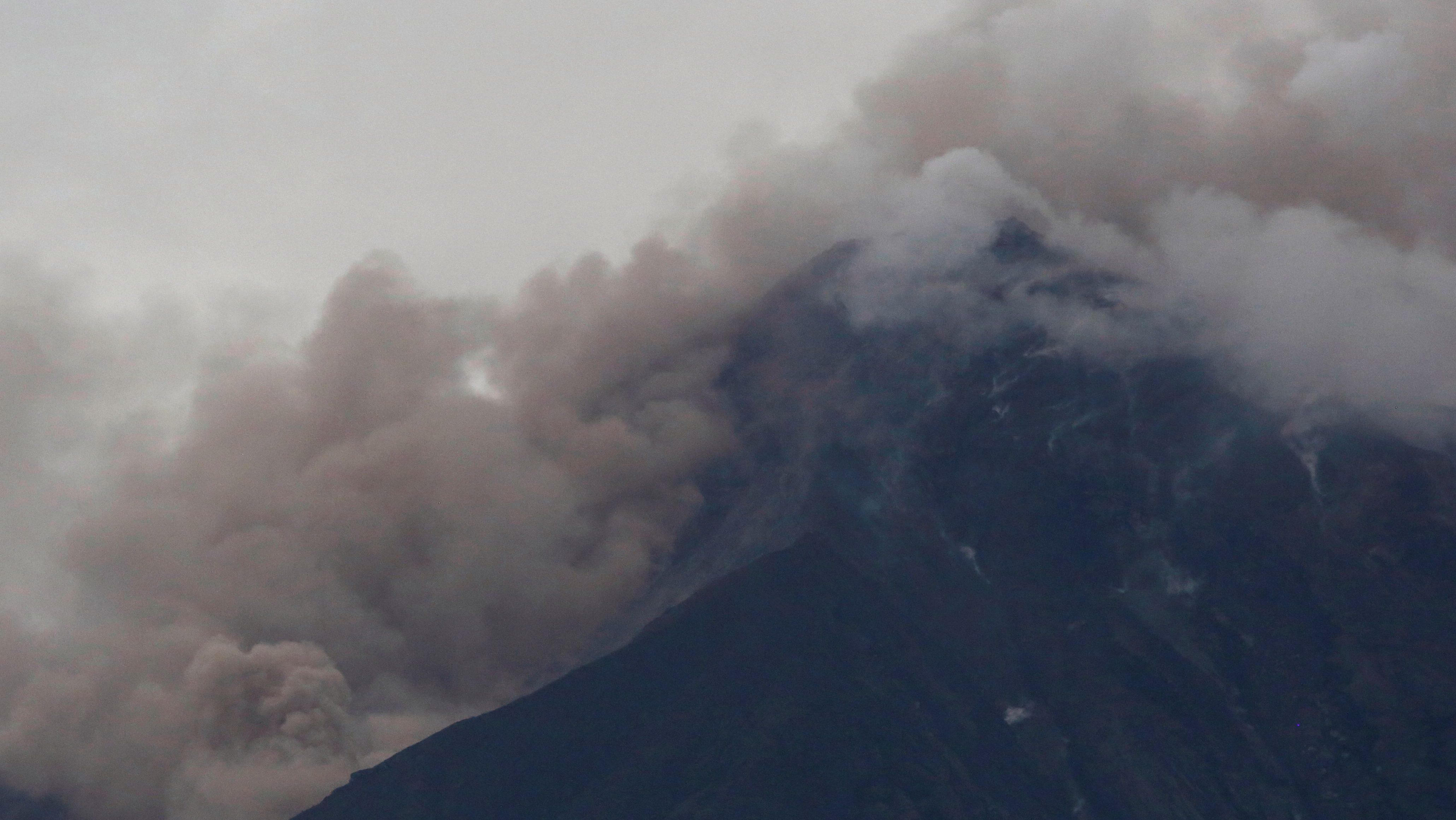 Fuego volcano is seen after a violent eruption, in San Juan Alotenango, Guatemala June 3, 2018. REUTERS/Luis Echeverria - RC1F326F30E0