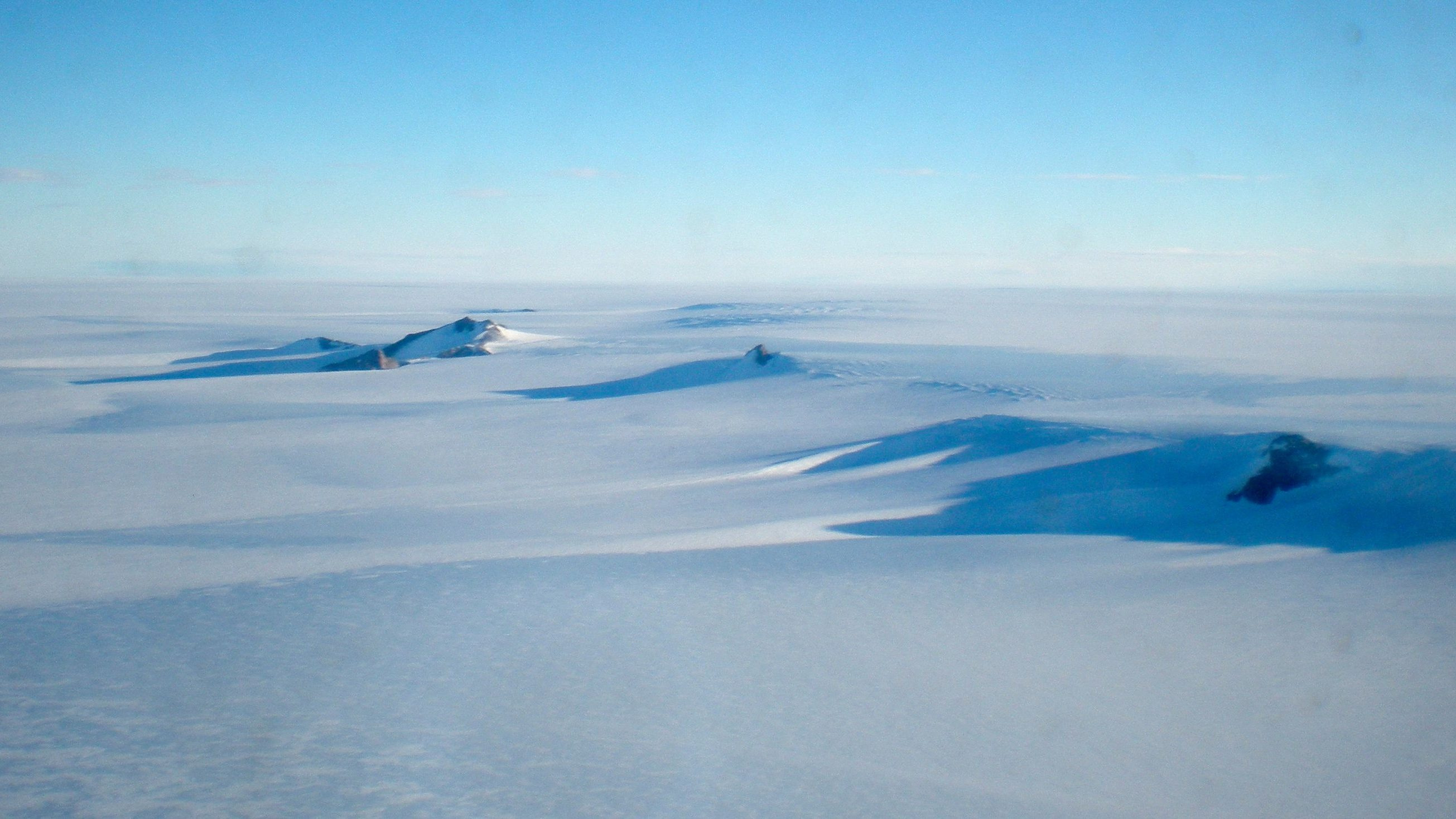 ** TO GO WITH ANTARTIDA EXPEDICION ** The Antarctic landscape is seen near the Troll Research Station, Antarctica, in February 2009. The Norwegian-American Scientific Traverse of East Antarctica was one of the longest research treks ever undertaken in one of the least-explored parts of the southernmost continent.
