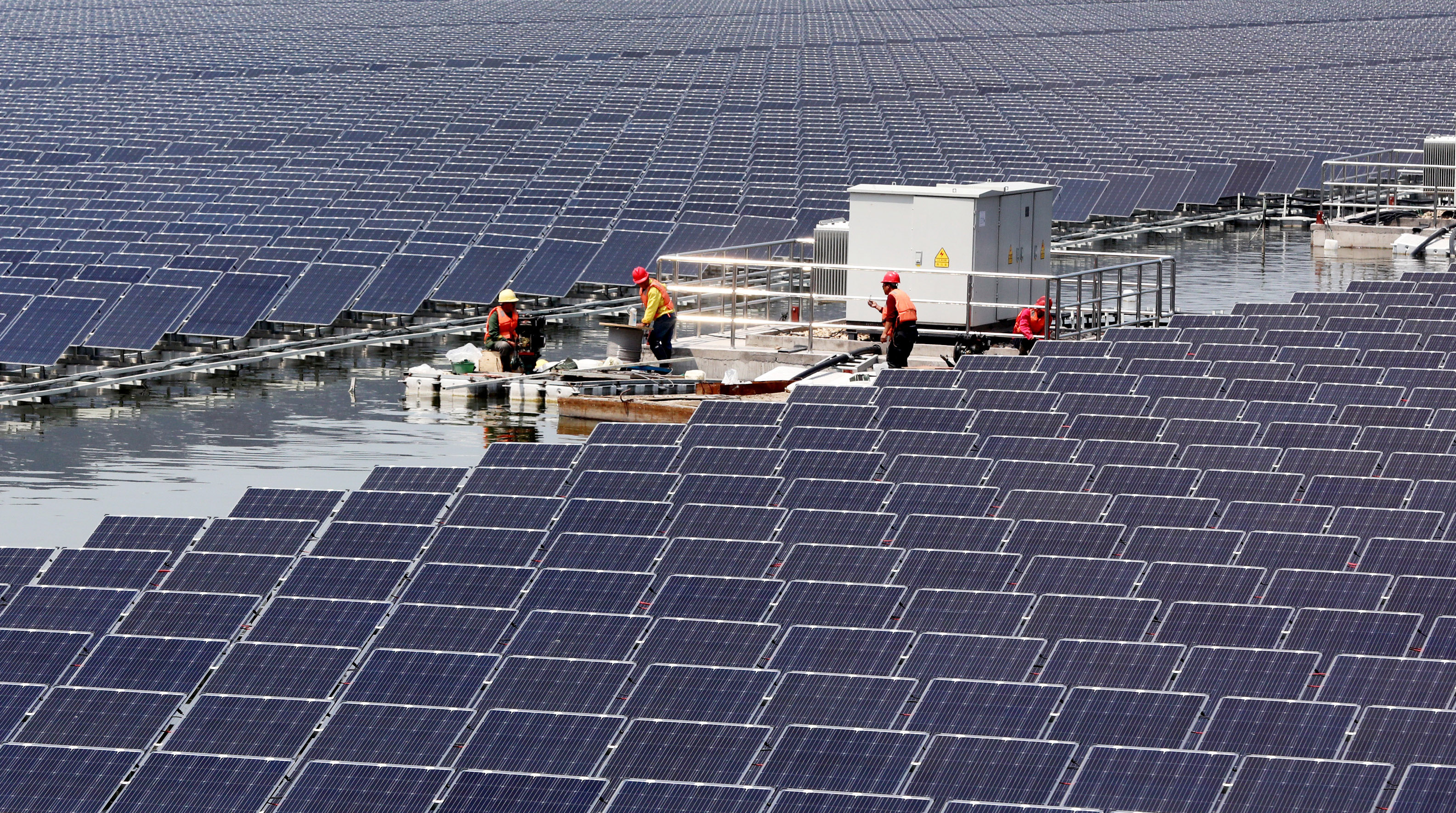 Solar panels are seen at a floating solar plant in Huaibei, Anhui province, China April 24, 2018.  China Daily via REUTERS  ATTENTION EDITORS - THIS IMAGE WAS PROVIDED BY A THIRD PARTY. CHINA OUT. - RC169F9B8310