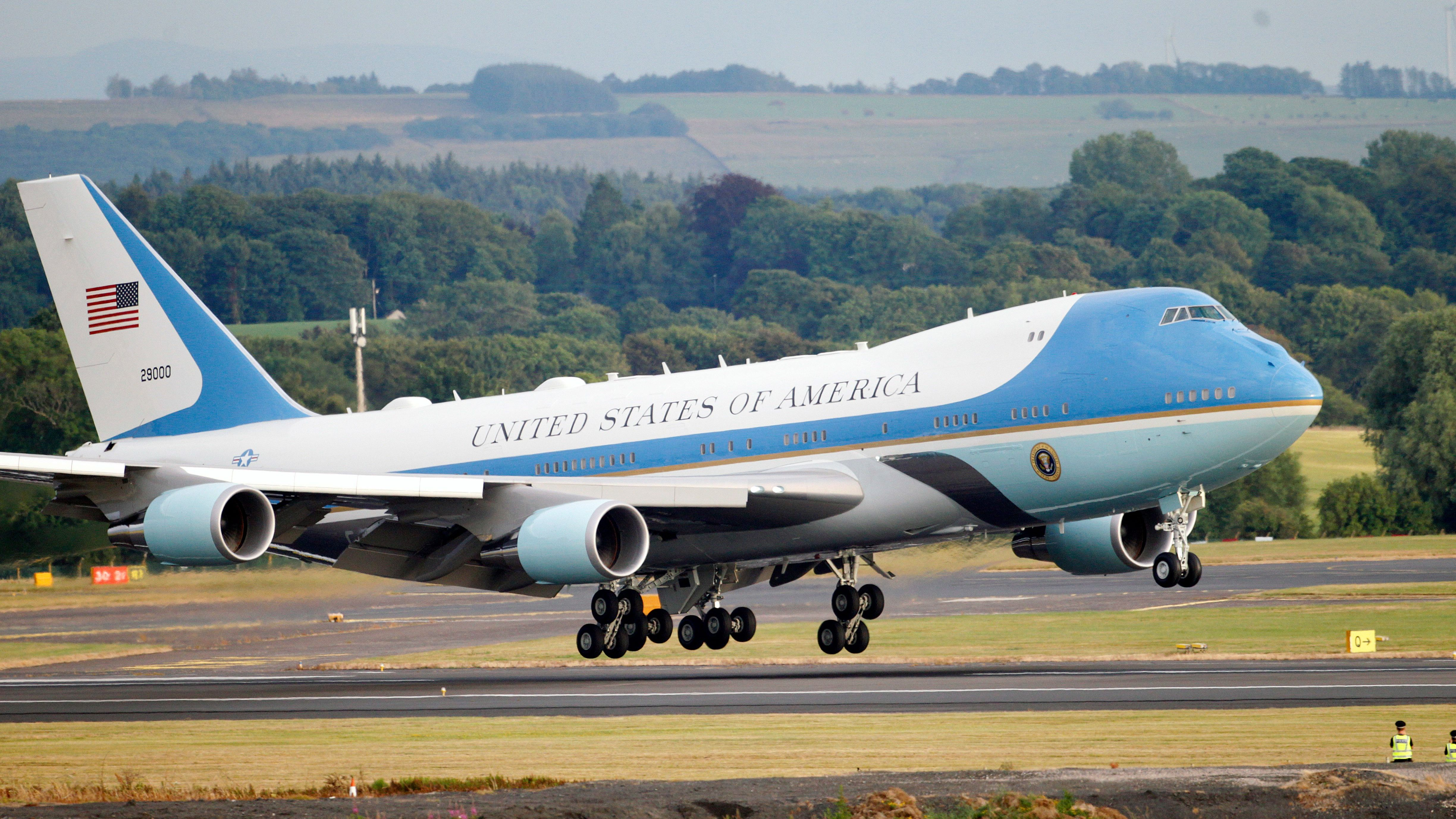 acheter en ligne e9d6a 6df7a Air Force One is getting painted red, white, and blue — Quartz