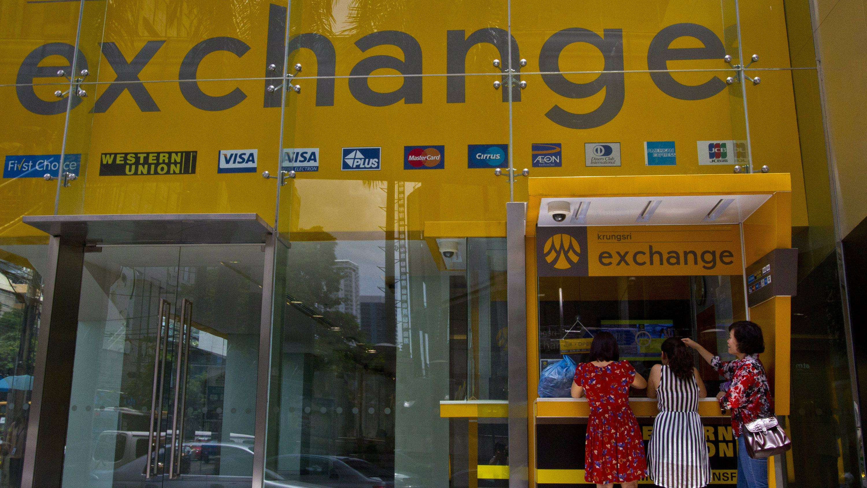Bureau De Change Old Street should i exchange money before i travel? a guide to using cash or