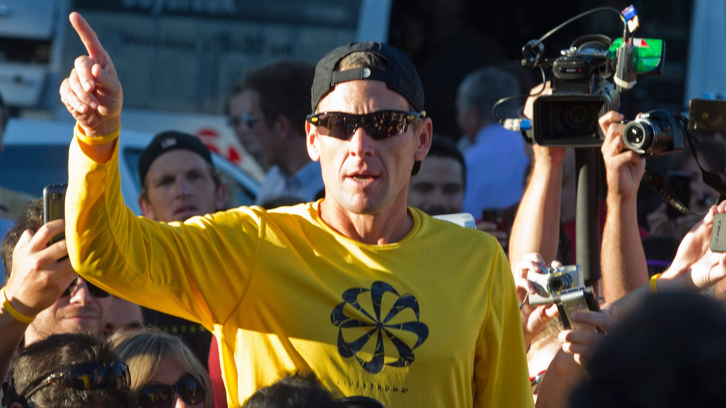 Lance Armstrong speaks to a crowd in 2012