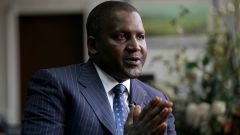 Dangote Group Founder and Chief Executive Officer Aliko Dangote gestures during an interview with Reuters at his office in Lagos, June 13, 2012. Reception from June 13, 2012 REUTERS / Akintunde Akinleye (NIGERIA - Tags: BUSINESS) - LM2E8940TNM01