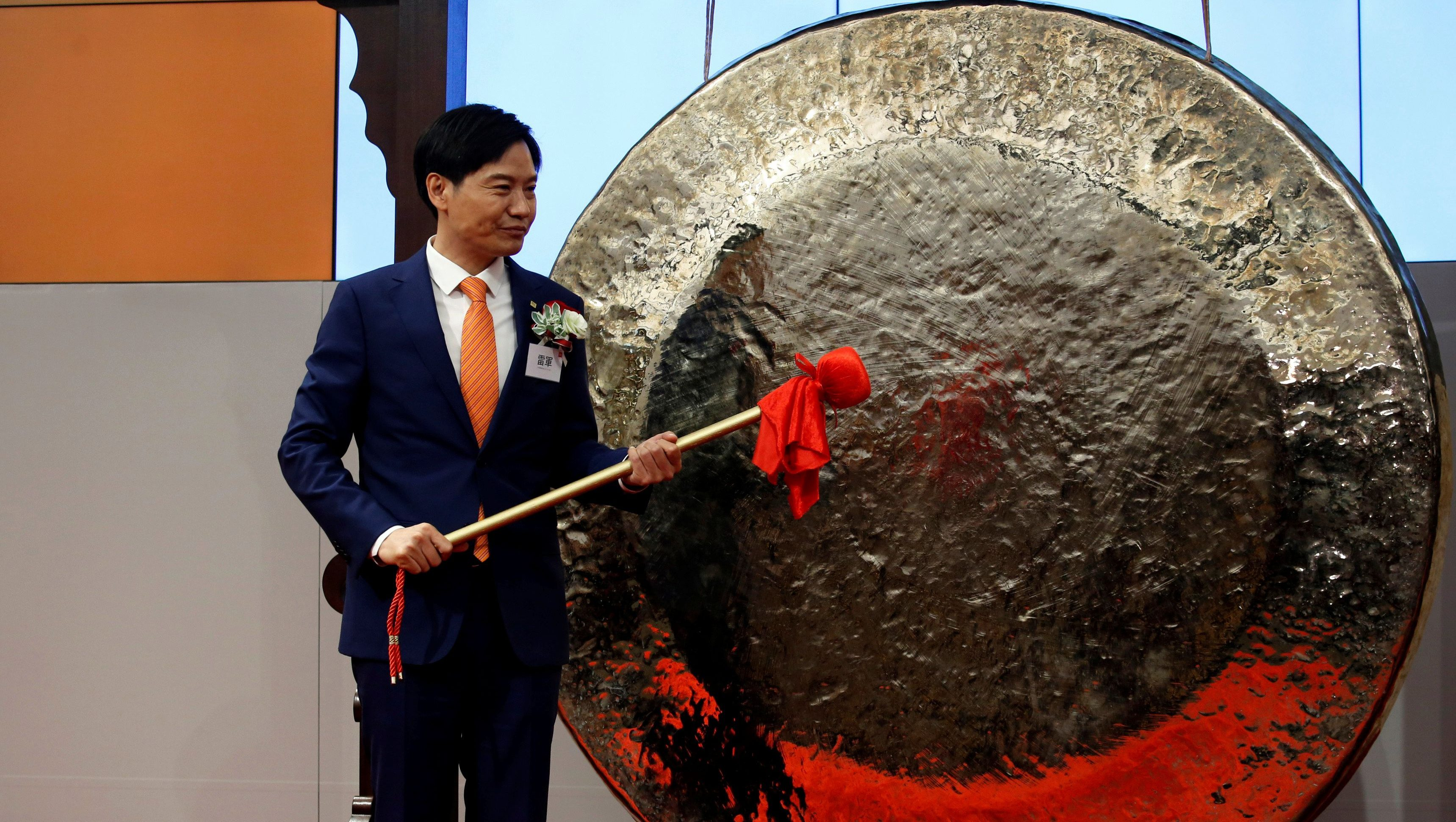 Xiaomi founder, Chairman and CEO Lei Jun prepares to hit the gong during the listing of the company at the Hong Kong Exchanges in Hong Kong, China July 9, 2018.   REUTERS/Bobby Yip - RC1DEDC7B5D0