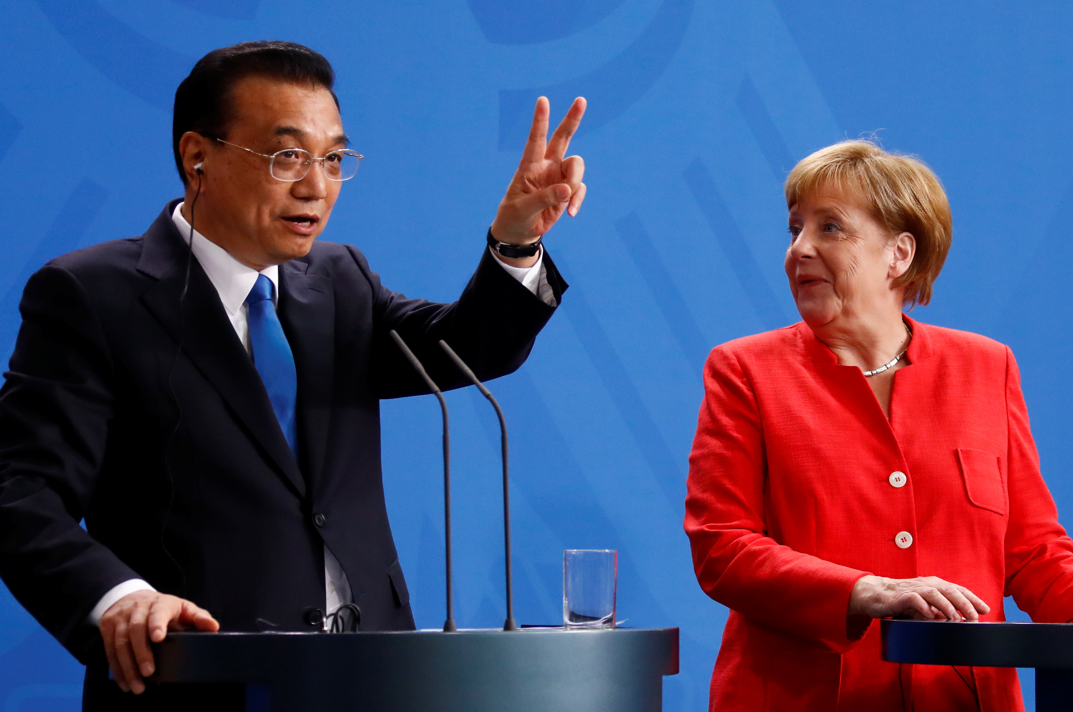 German Chancellor Angela Merkel and Chinese Prime Minister Li Keqiang hold a news conference at the chancellery in Berlin, Germany, July 9, 2018. REUTERS/Fabrizio Bensch - RC1463CDC500