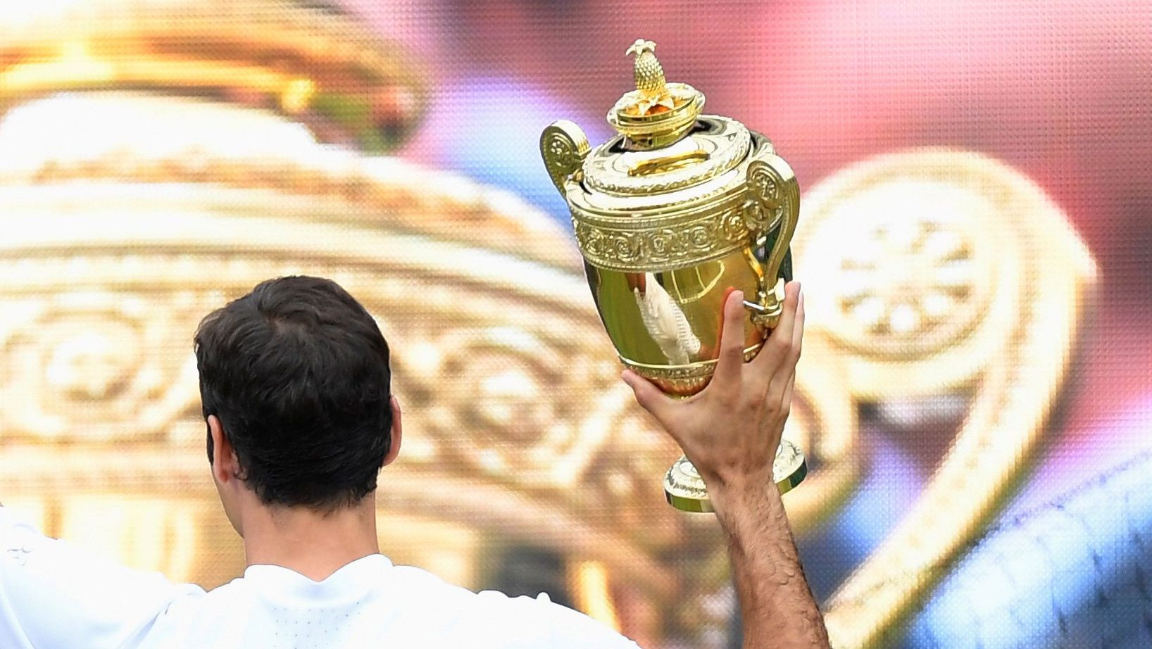 Tennis - Wimbledon - London, Britain - July 16, 2017   Switzerland's Roger Federer celebrates with the trophy after winning the final against Croatia's Marin Cilic    REUTERS/Toby Melville - RC159DA8E100