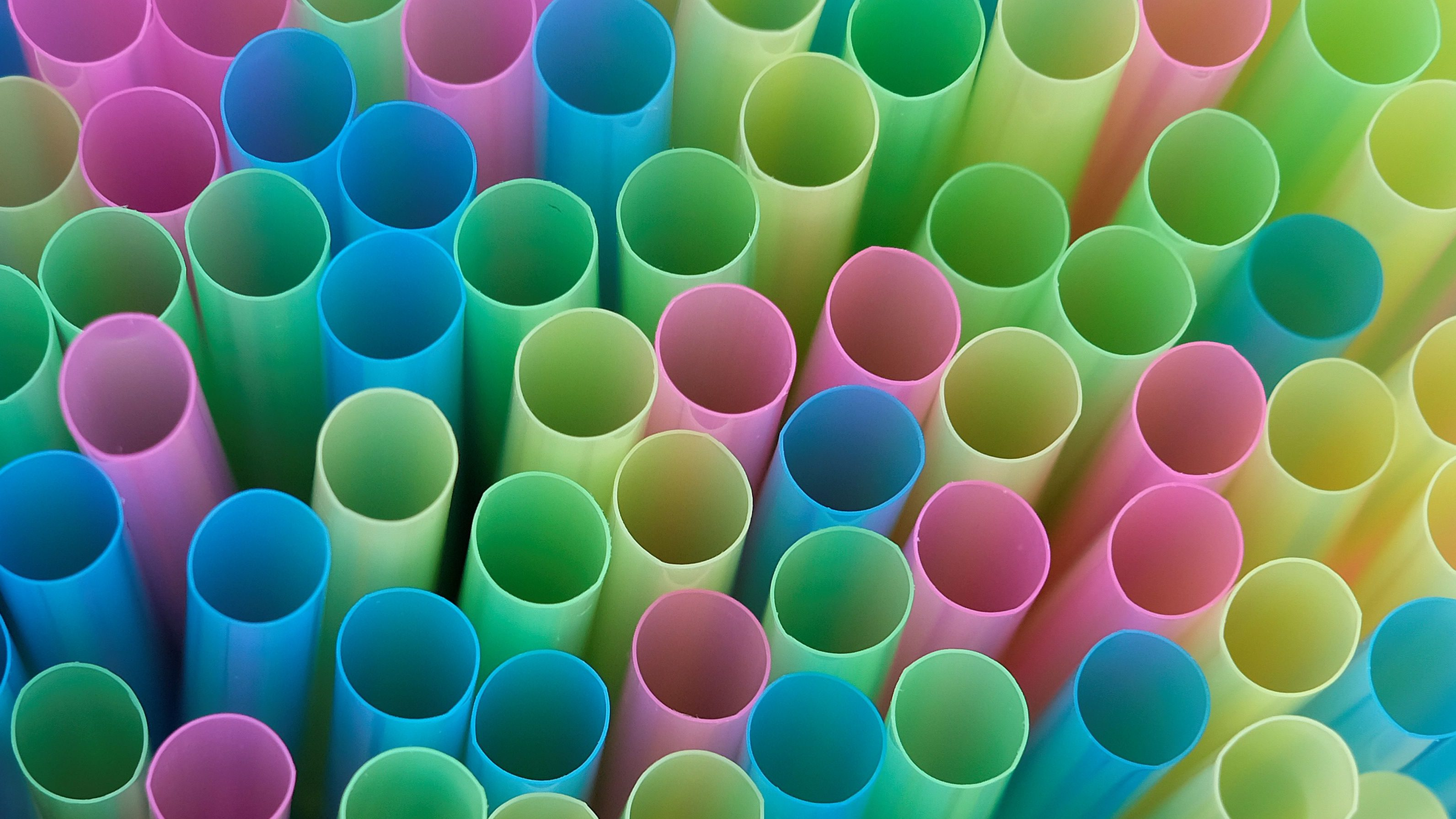 Drinking straws protrude from a glass in a illustration picture in Loughborough, Britain April 19, 2018.  REUTERS/Darren Staples - RC11494AFF90