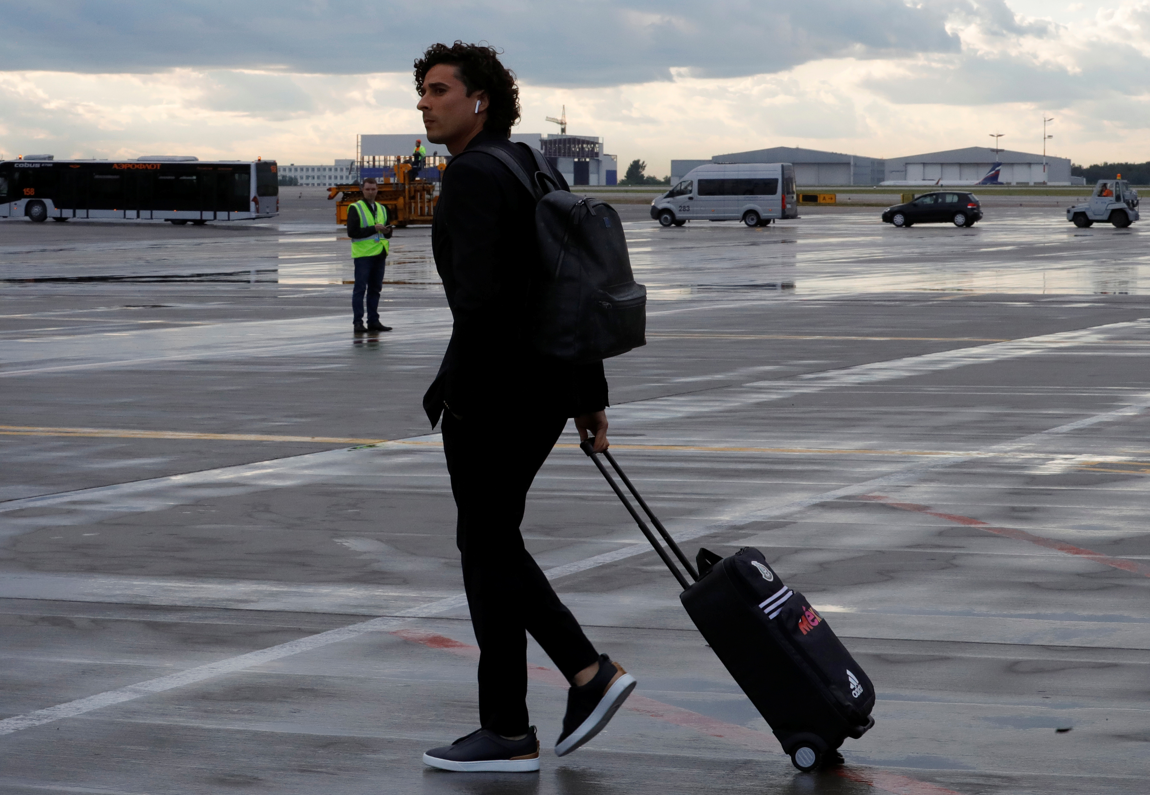 Soccer Football - World Cup - Mexico Arrival - Sheremetyevo International Airport, Moscow Region, Russia - June 11, 2018 Mexico's Guillermo Ochoa walks upon the arrival. REUTERS/Tatyana Makeyeva - RC1B29B6D0E0
