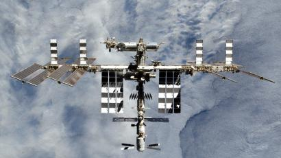 SpaceX and Boeing are running out of time to fly NASA astronauts to