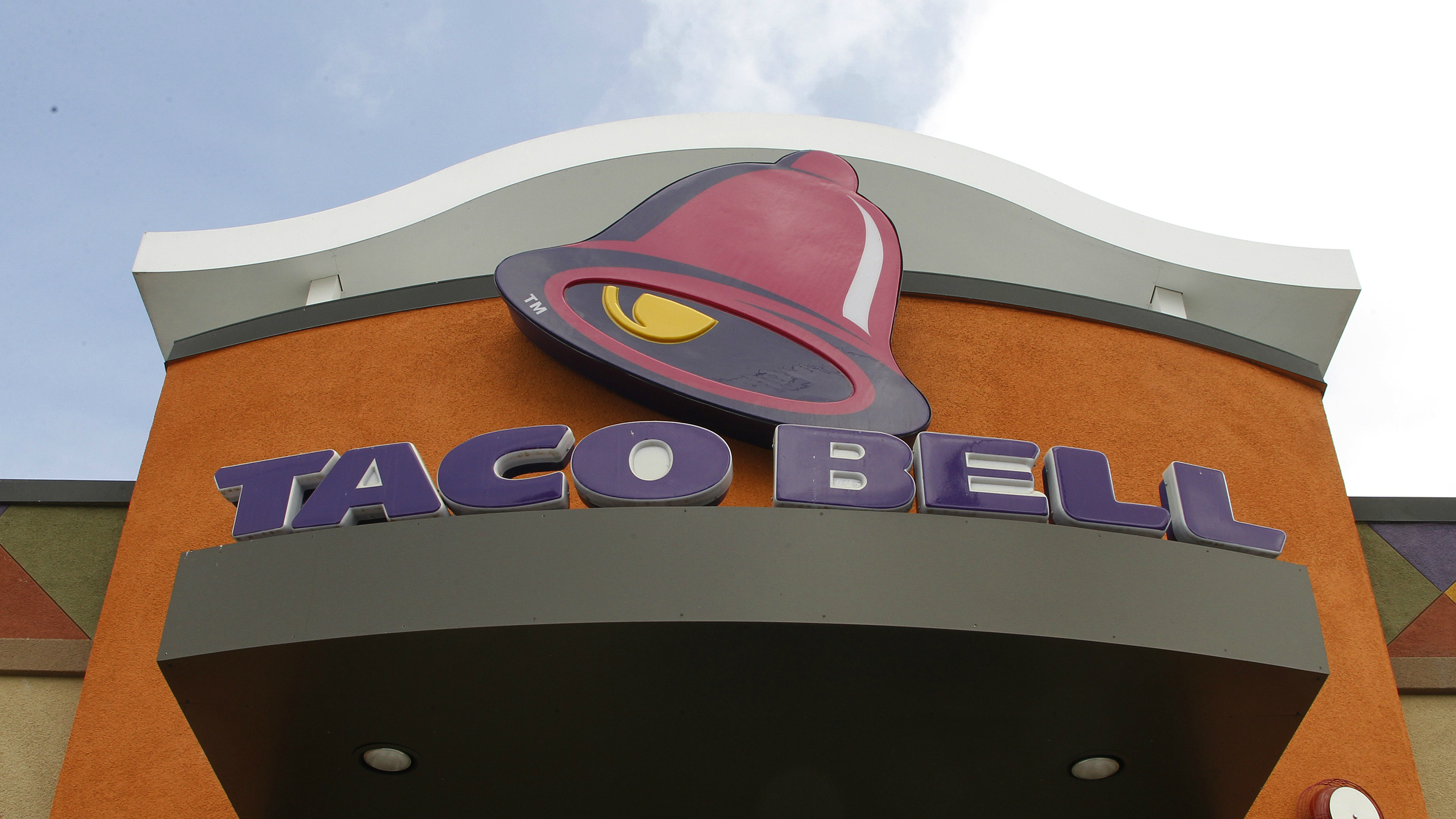 The sign on a Taco Bell franchise.