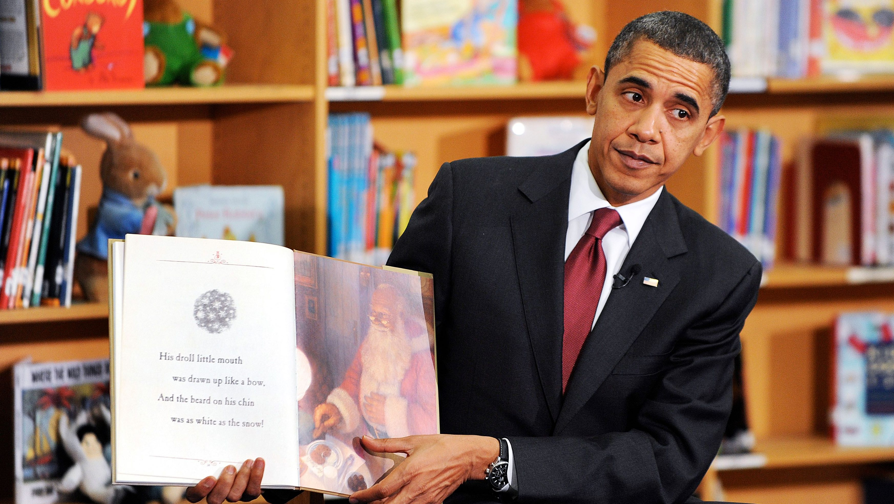 US President Barack Obama reads books, including his new book 'Of Thee I Sing' to approximately 90 2nd graders at Long Branch Elementary School in Arlington, Virginia, USA, 17 December 2010.
