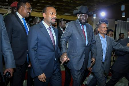 epa06825544 South Sudanese President Salva Kiir (2-R) and Ethiopian Prime Minister Abiy Ahmed (2-L) holds each other's hand as they walk together prior to their meeting in Addis Ababa, Ethiopia, 20 June 2018. Kiir and his rival and the rebel leader Riek Machar are in Ethiopia to hold talks at the invitation of Ahmed in an effort to end their five-year civil war that killed tens of thousands and displaced millions.