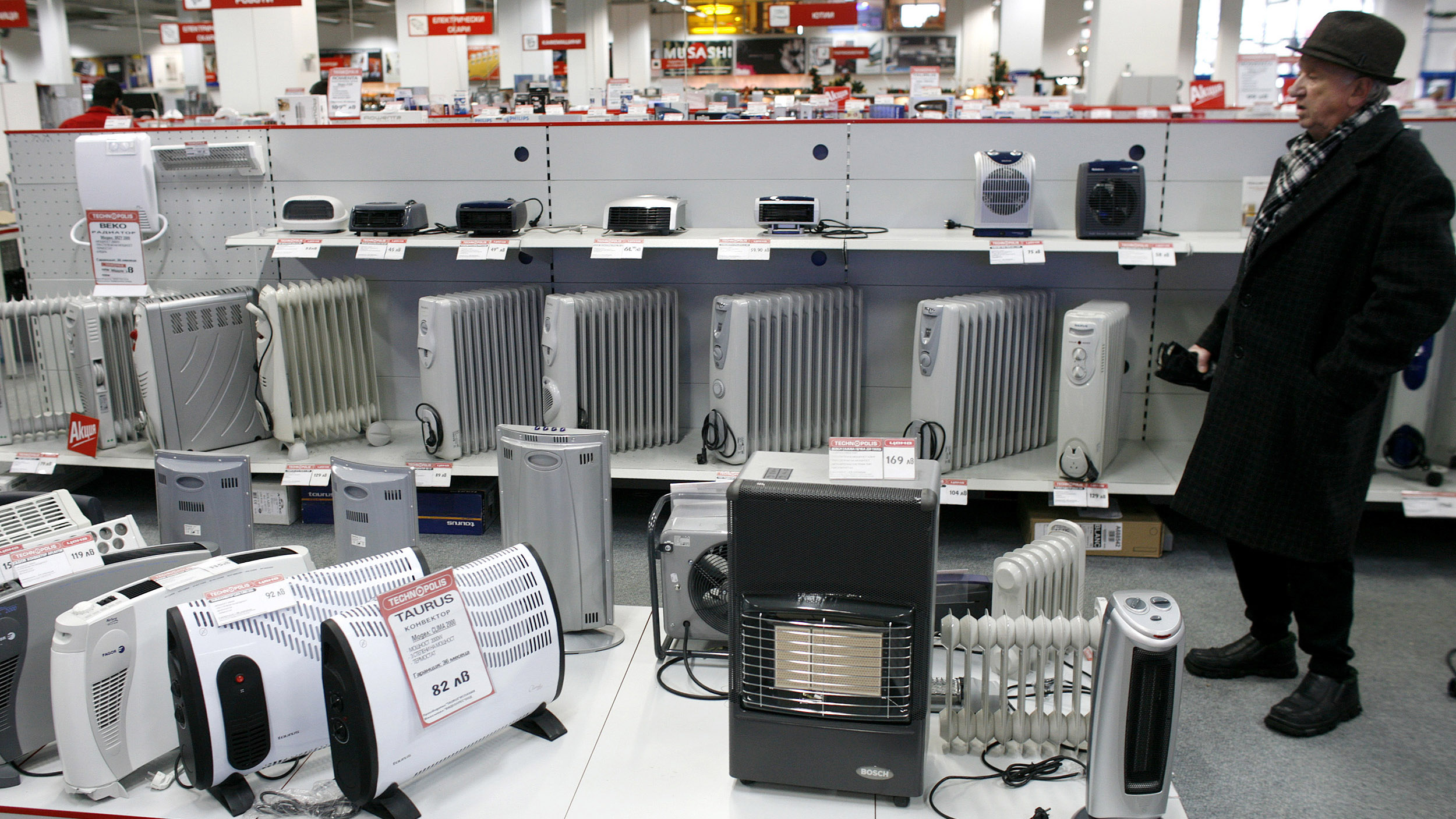A customer looks at heating appliances displayed in a consumer electronics store in Sofia January 7, 2009. Thousands of Bulgarians spent a freezing night without central heating, and some companies and schools did not operate on Wednesday after Russian gas supplies were halted to southeastern Europe.  REUTERS/Stoyan Nenov   (BULGARIA) - GM1E5171GGY01