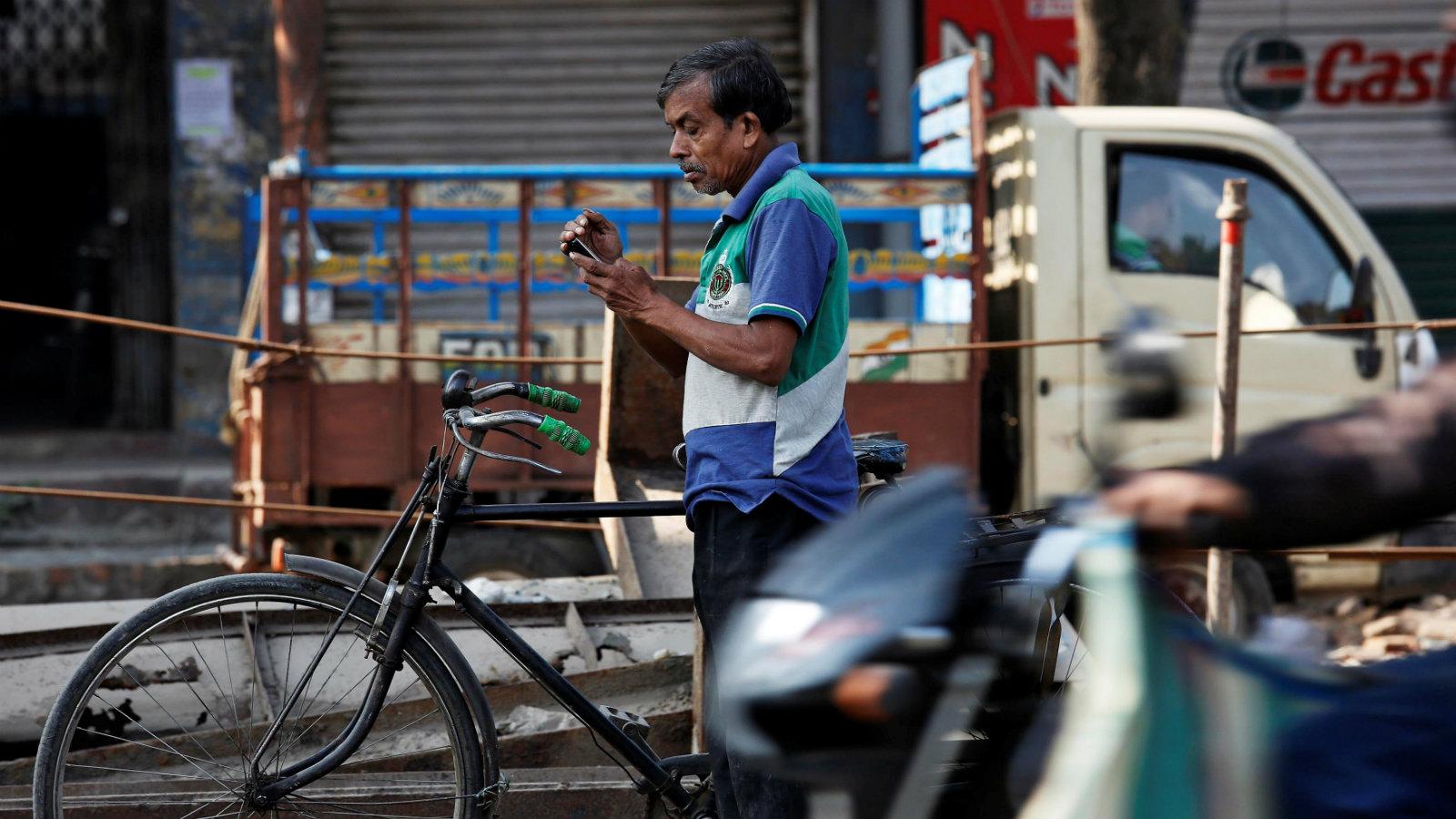 India-smartphone-technology-addiction