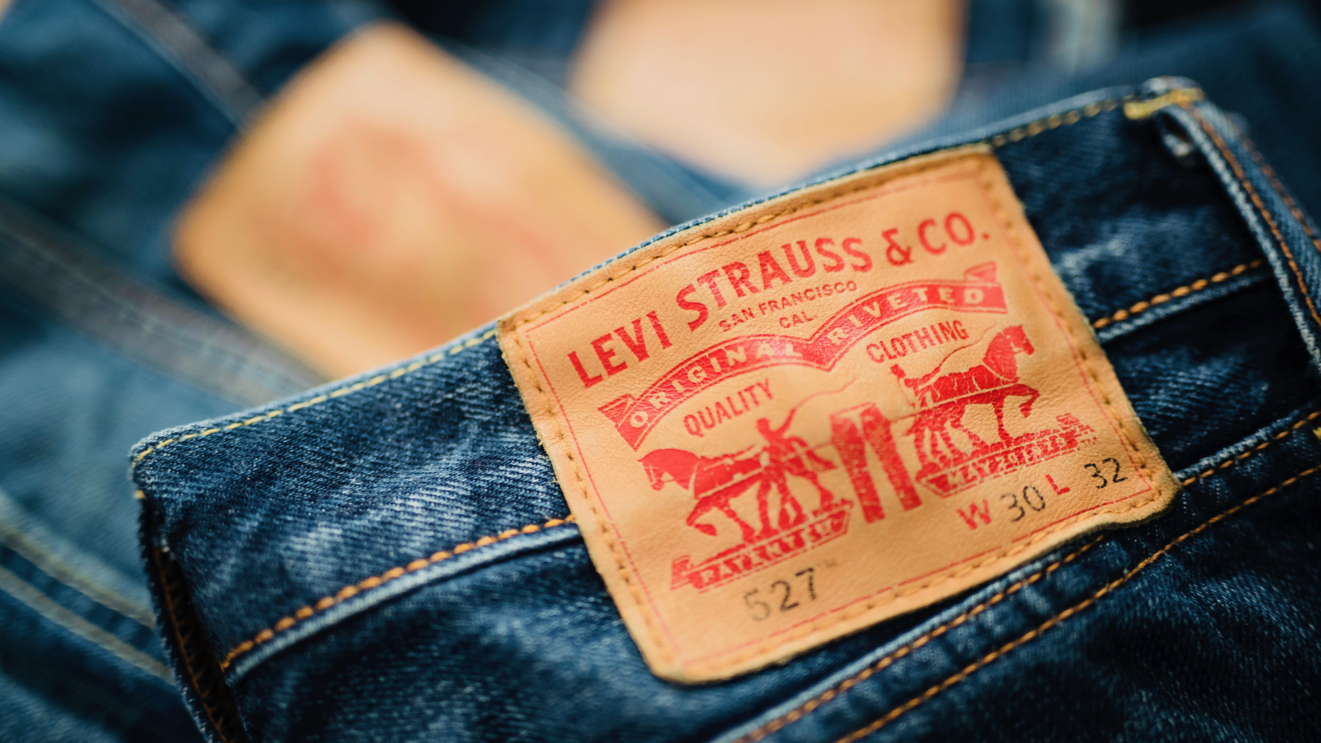How do you pronounce 'Levis' the clothing brand?