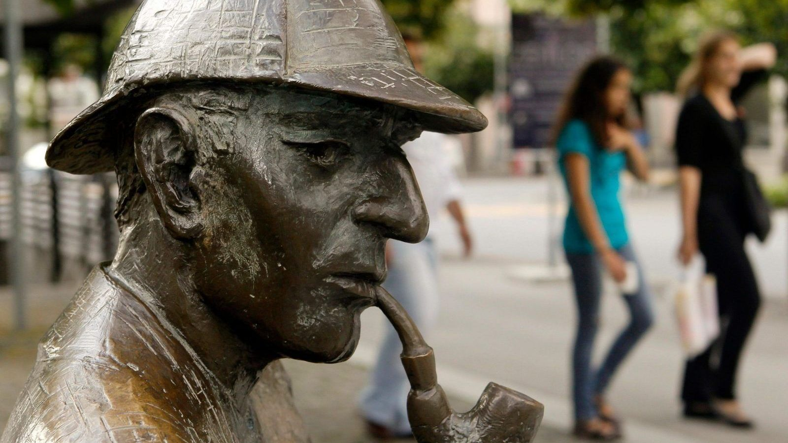 A life-size bronze figure of British author Arthur Conan Doyle's character, the detective Sherlock Holmes created by artist John Doubleday 1988 is pictured on the main square in the town of Meiringen