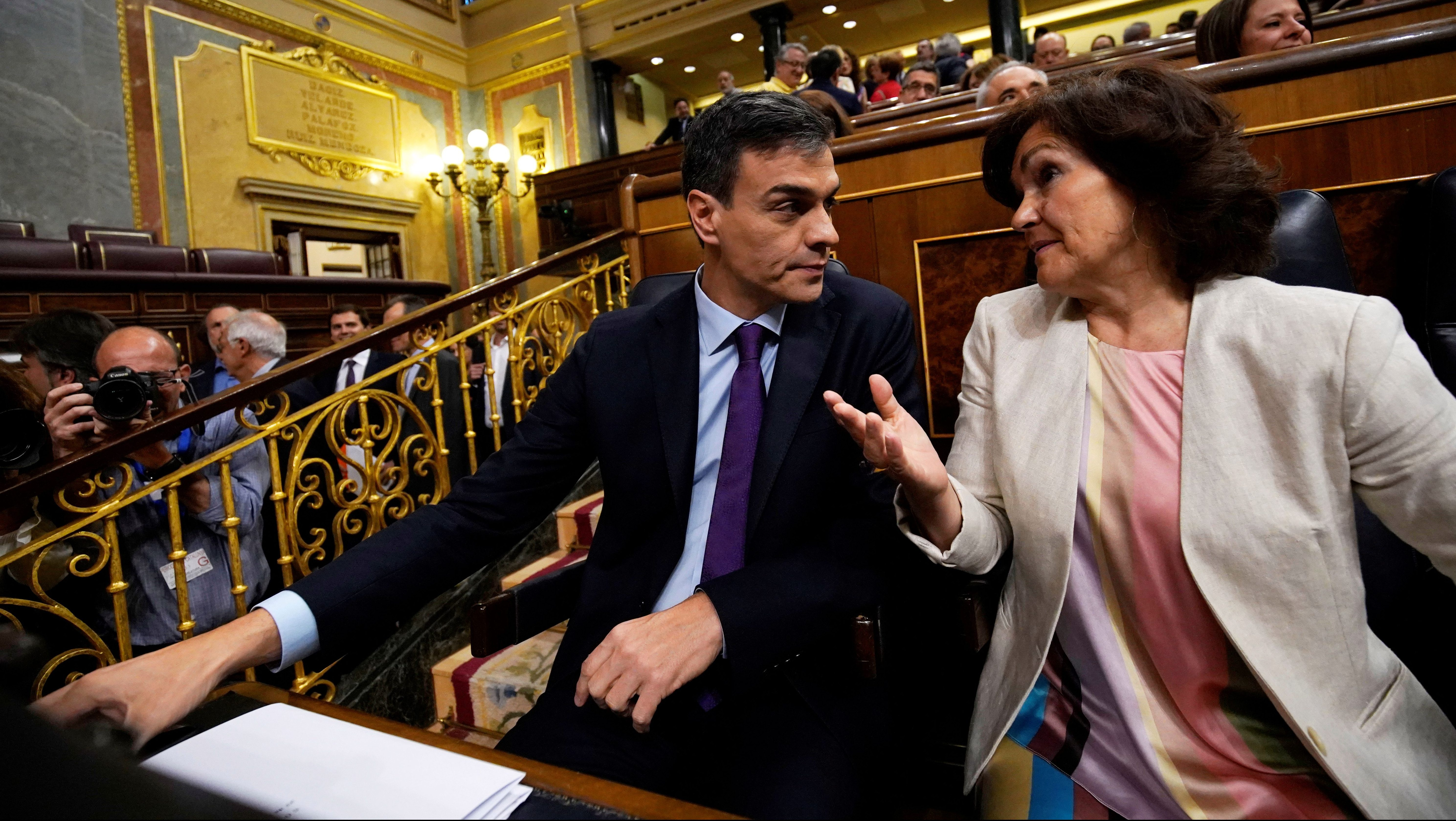 Spain's Prime Minister Pedro Sanchez and Spain's Deputy Prime Minister and Equality Minister Carmen Calvo attend attend a cabinet control session at Parliament in Madrid, Spain June 27, 2018.