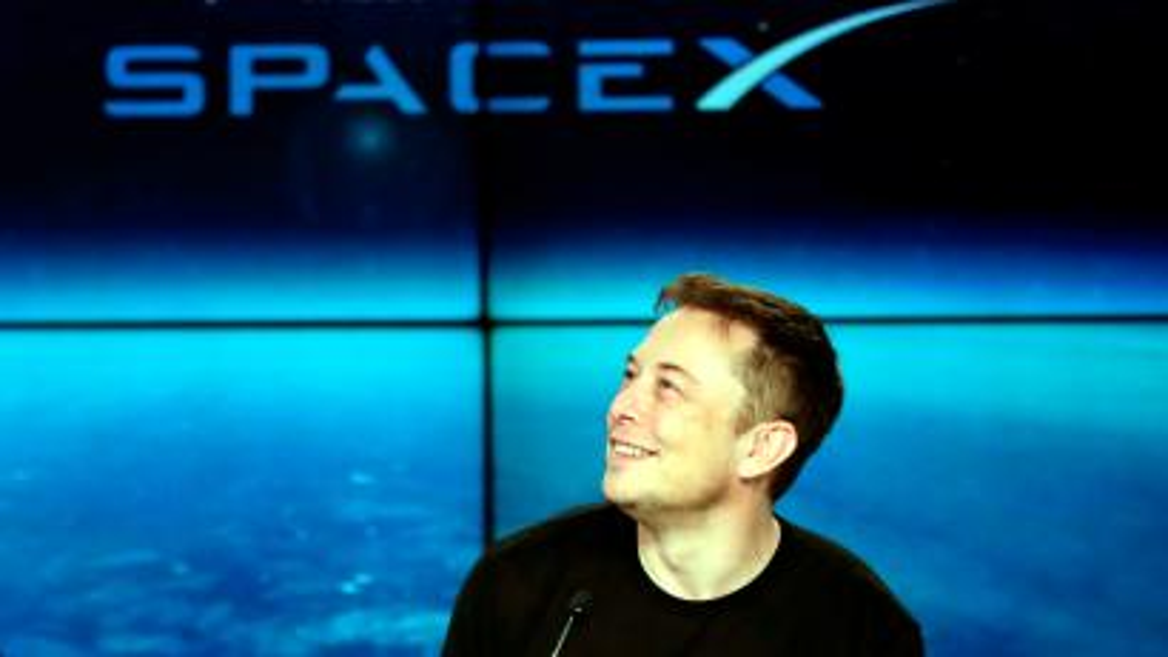 Elon Musk considers financing Tesla bid with SpaceX — Quartz