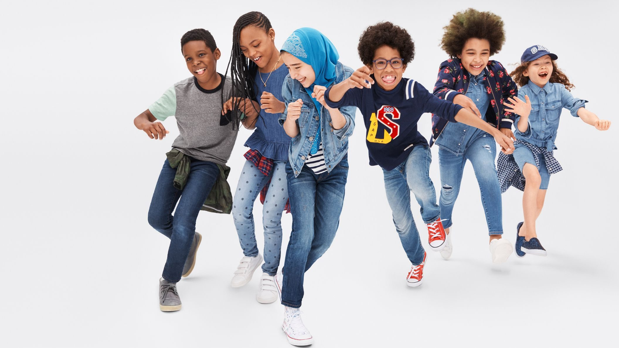 A Gap Ad Showing A Girl In A Hijab Is Infuriating French