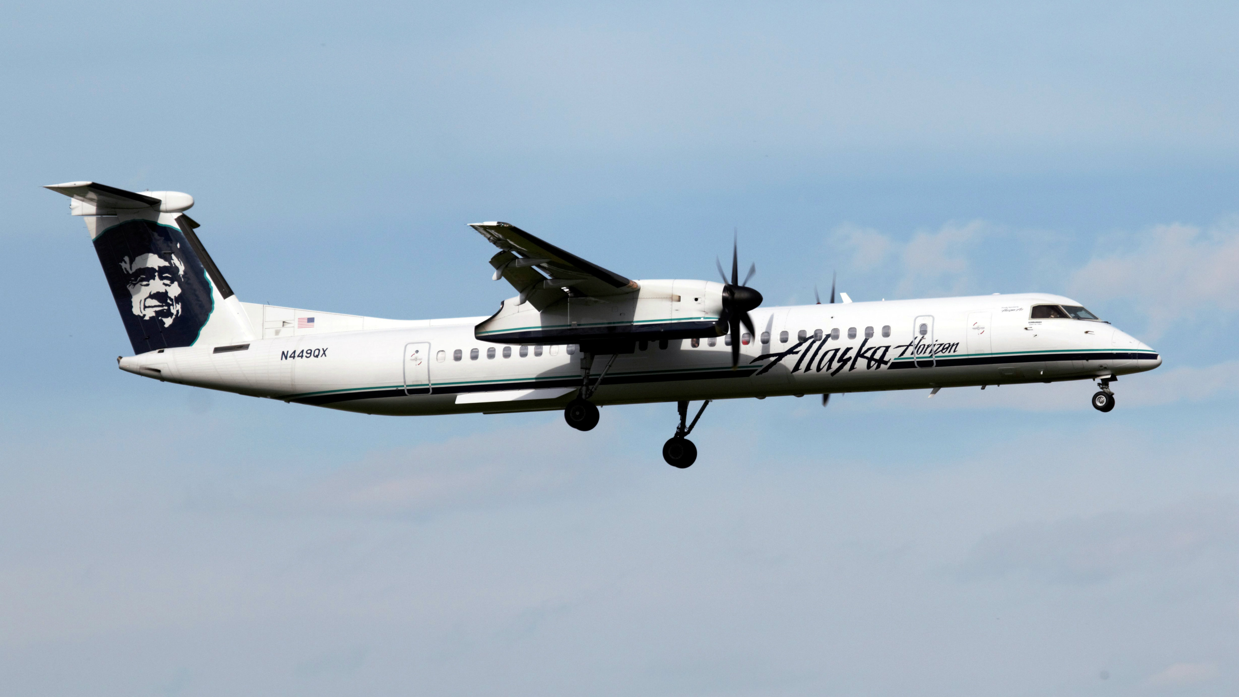 Horizon Air plane