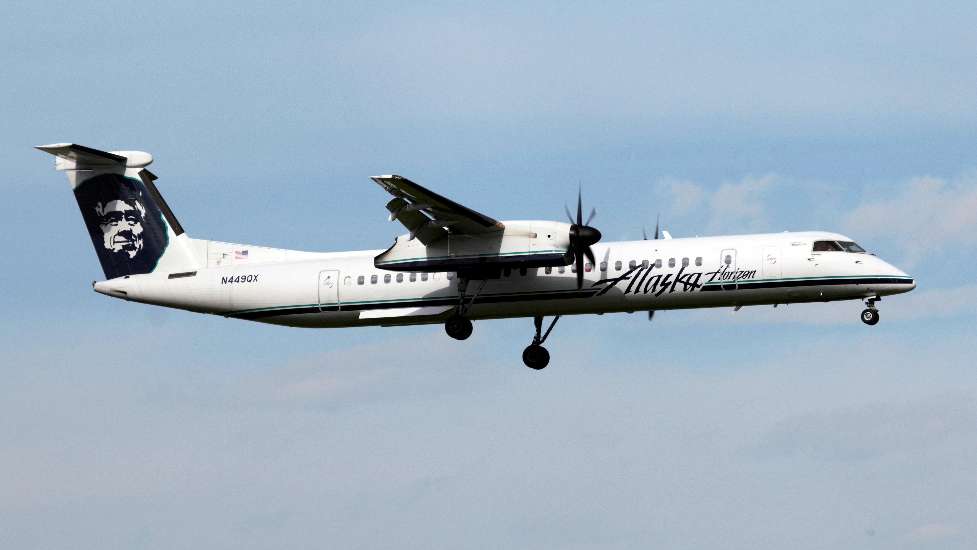 Horizon Air plane