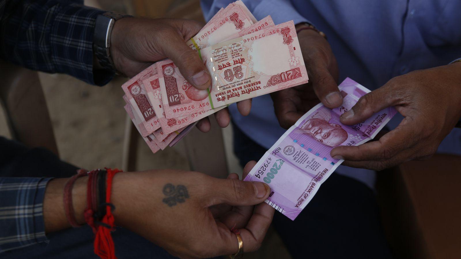 India-notes-cash