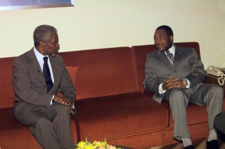 United Nations Secretary General Kofi Annan (L) meets with Charles G. Taylor, President of the Republic of Liberia at the Hilton Hotel in Abuja July 1. Annan also met detained Nigerian opposition politician Moshood Abiola on Wednesday as intense backroom diplomacy continued to secure his release, a senior Nigerian official said. vm/U.N. VM/SV/ME - RP1DRIGBLSAB