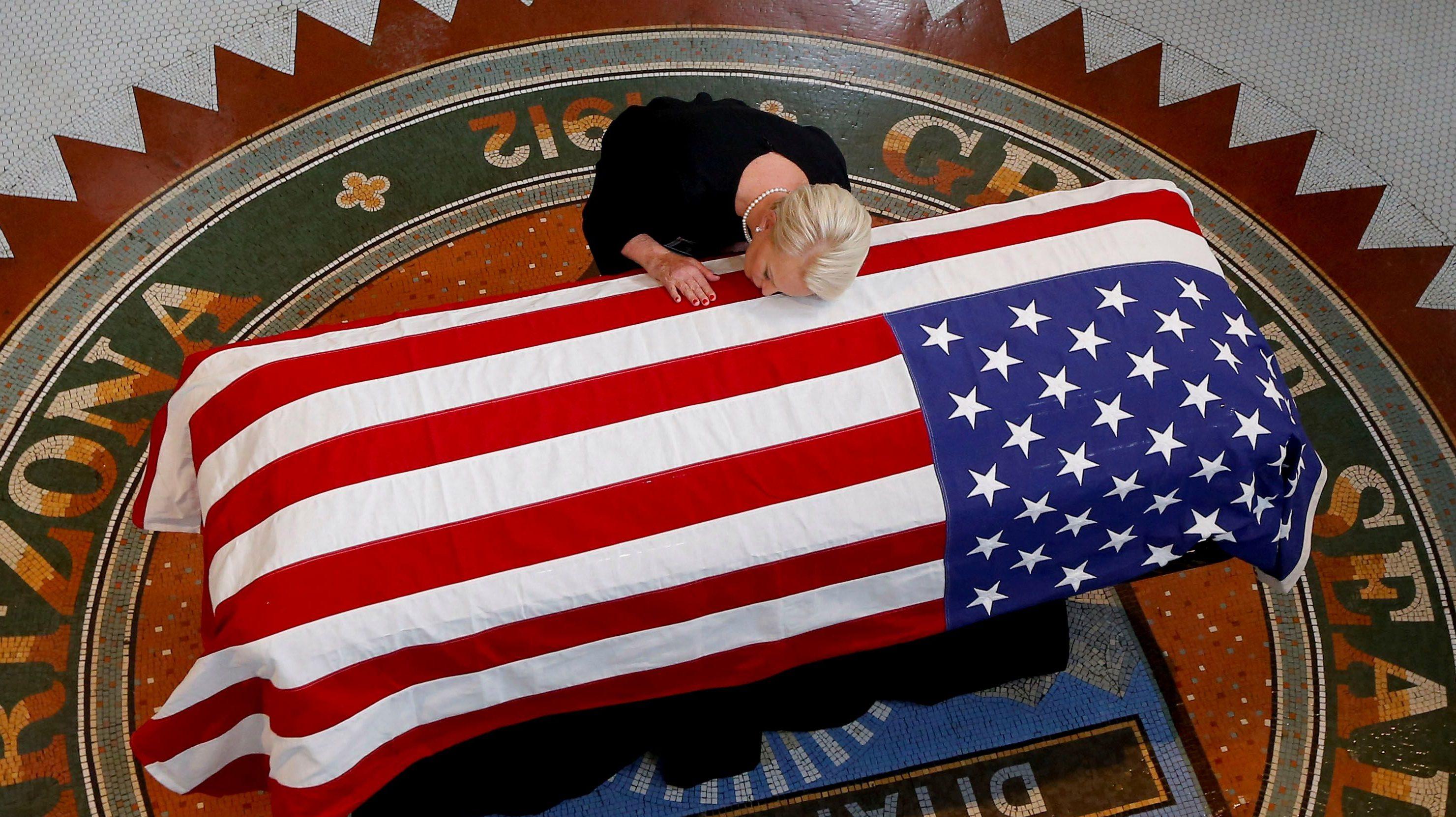 Watch Live Joe Biden S Eulogy At John Mccain S Memorial Service In Arizona Quartz