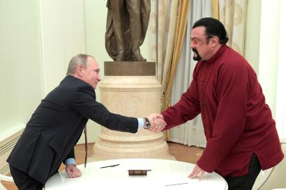 Russia's President Vladimir Putin (L) shakes hands with U.S. actor Steven Seagal during a meeting at the Kremlin in Moscow, Russia, November 25, 2016.