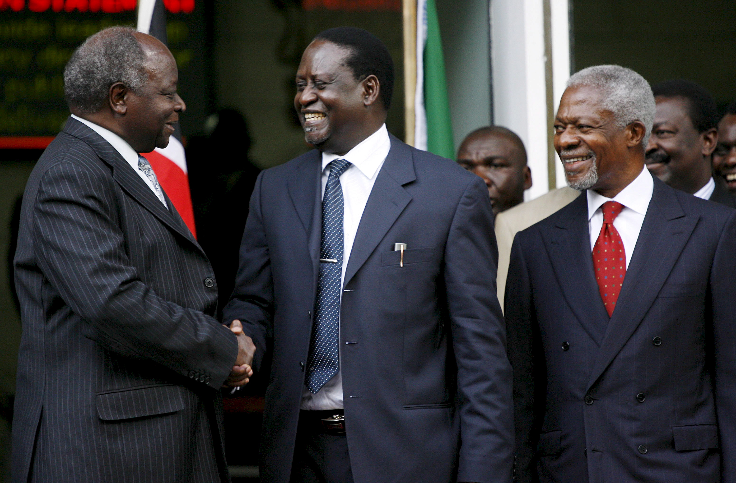 Kenyan President Mwai Kibaki (L) shakes hands with opposition leader Raila Odinga (C) while former UN Secretary General Kofi Annan (R looks on shortly after signing a contentious power sharing deal on 28 February 2008. Kenya's rival leaders signed a power-sharing deal mediated by Kofi Annan to end the country's post-election crisis which killed over 1500 people and left 600,000 displaced.