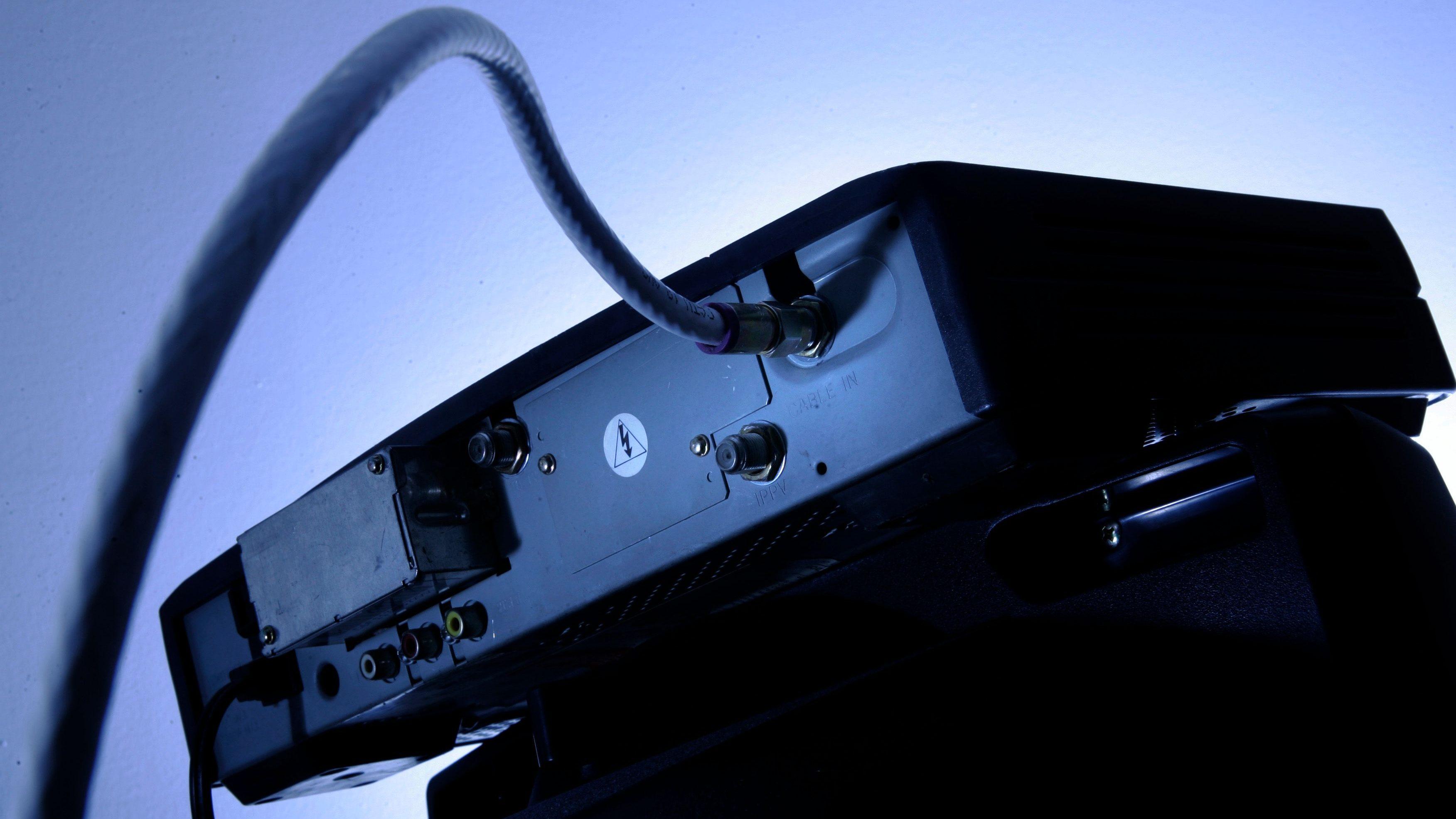 To trim your TV bill, buy—don't rent—your set-top box — Quartz