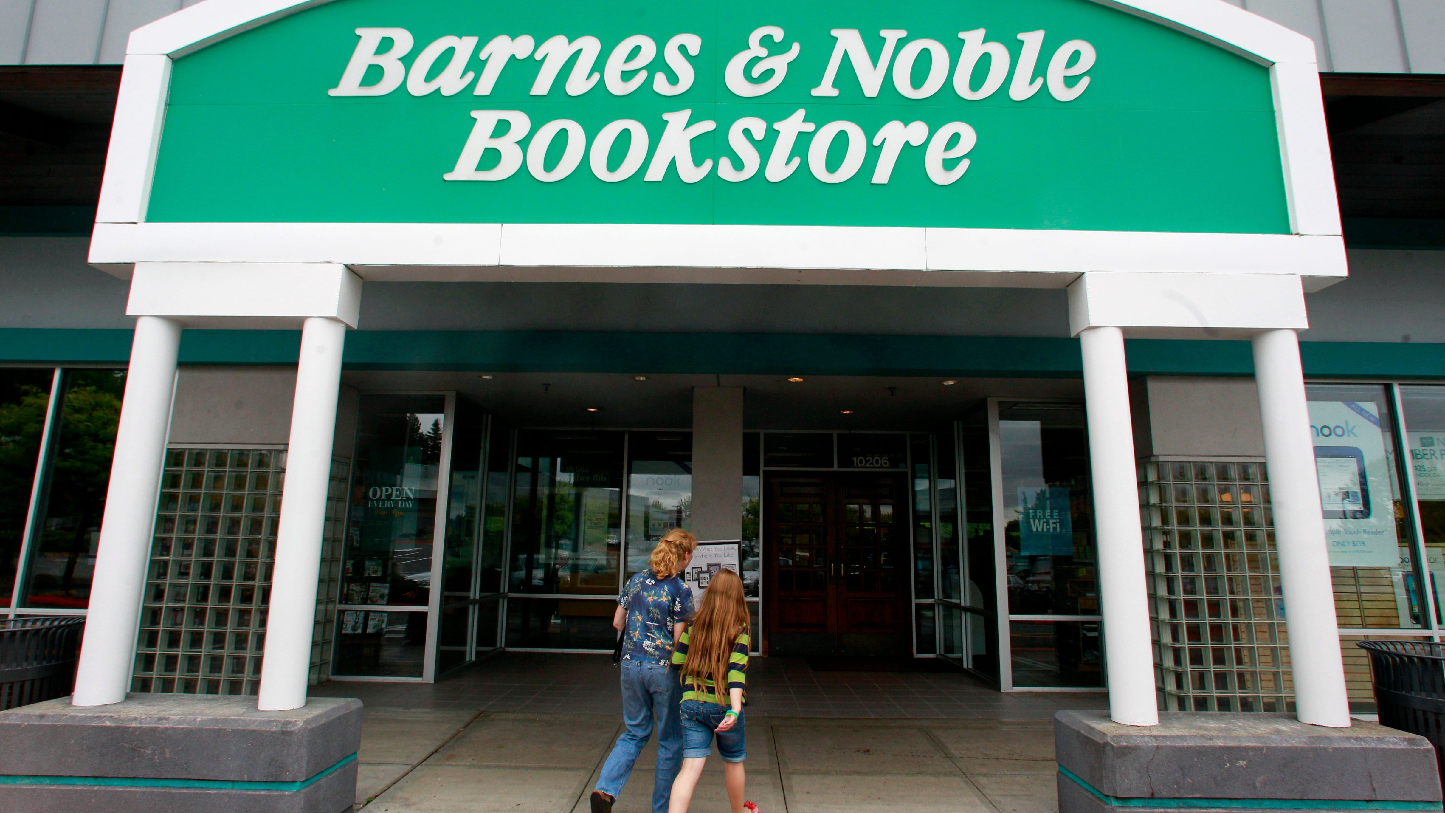 Earns Barnes and Noble