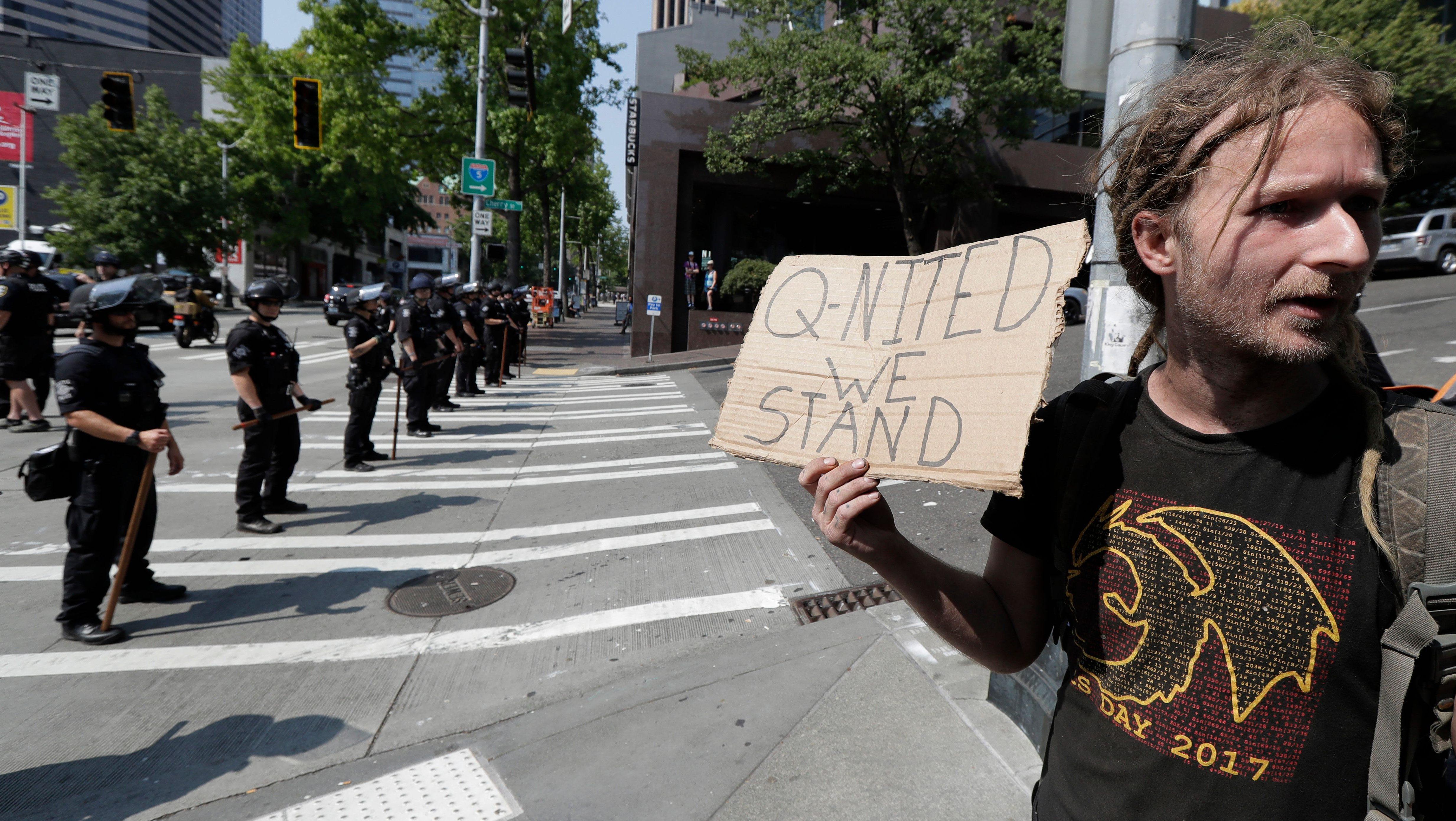 Maior comunidade de discussão sobre o #QAnon foi sumariamente banida do reddit